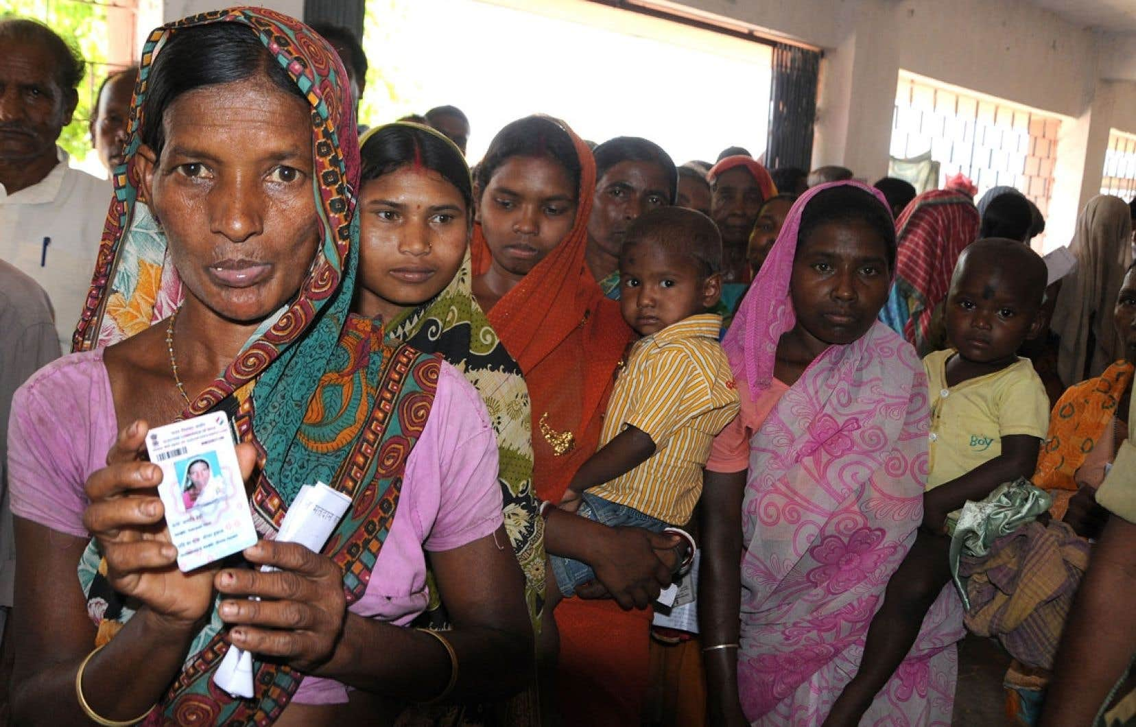 Des électeurs de l'État du Jharkhand faisaient la queue avant de pouvoir voter aux élections indiennes, le 17avril dernier.
