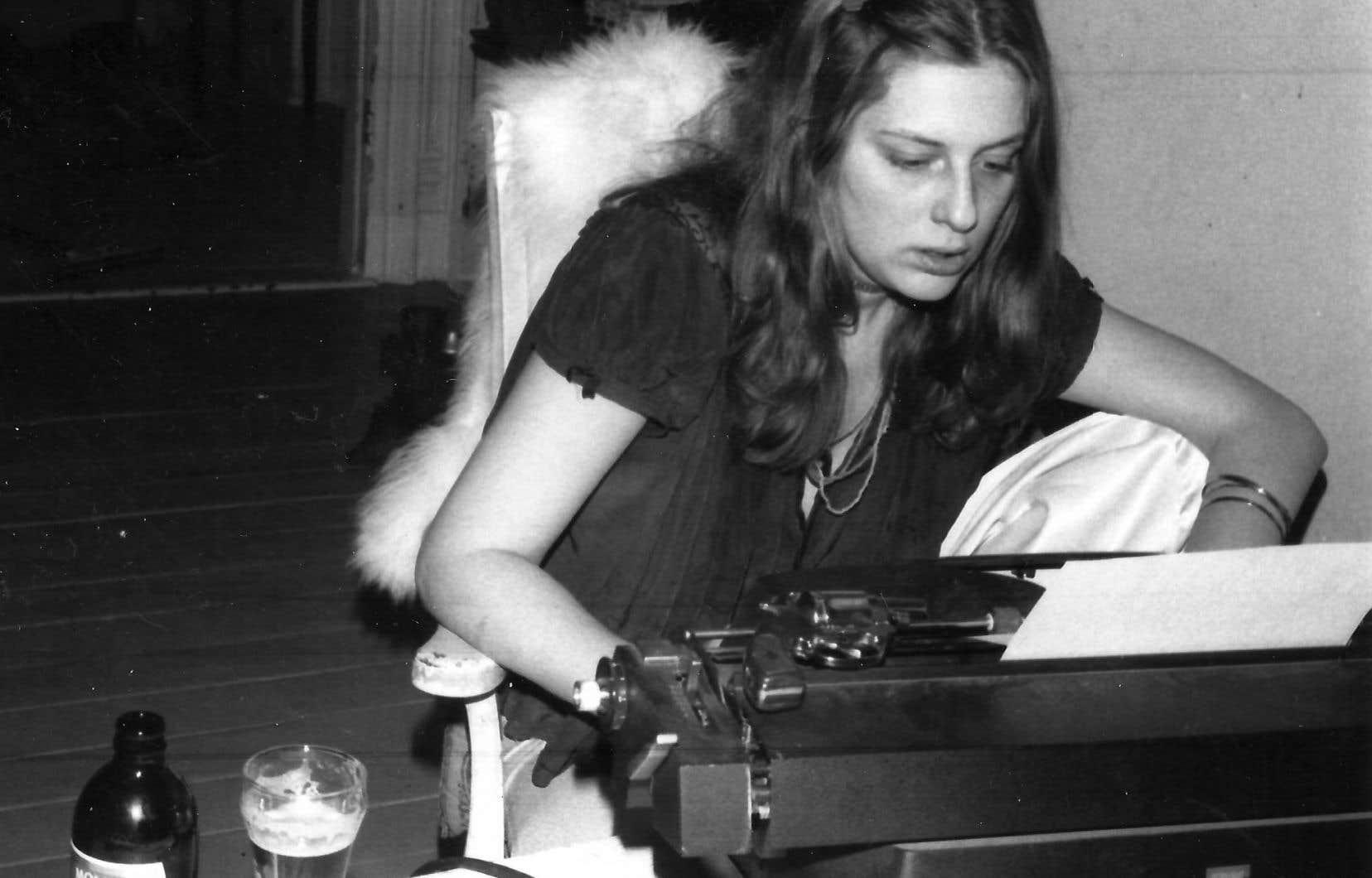 «Pour moi, elle a fait aussi un travail sur son corps, qu'elle a complètement détruit et qui est presque une œuvre en soi, indique la poète Carole David. Elle est passée de jeune fille blonde frêle pour arriver à cette femme sans âge, toute déformée, grassette, tatouée à une époque où ce n'était pas de mise, et mourir très jeune.»