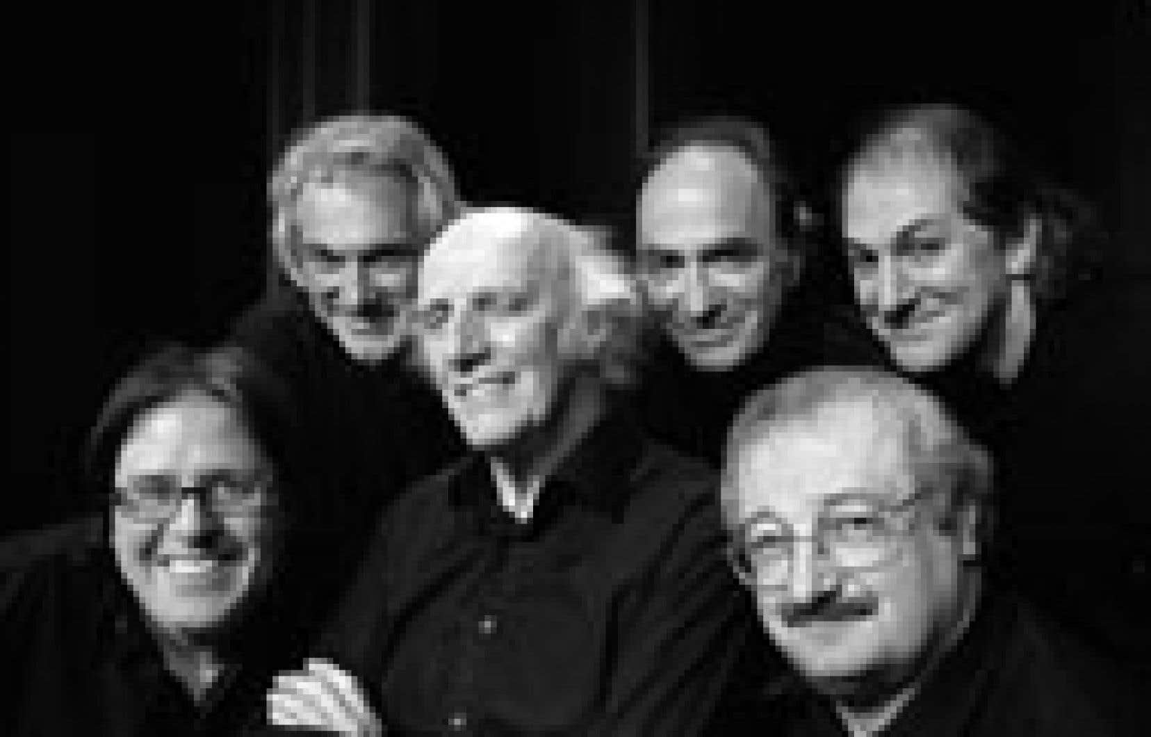 Le grand poète entouré des membres du groupe légendaire: «Un spectacle où tout le monde est sur la scène tout le temps.»