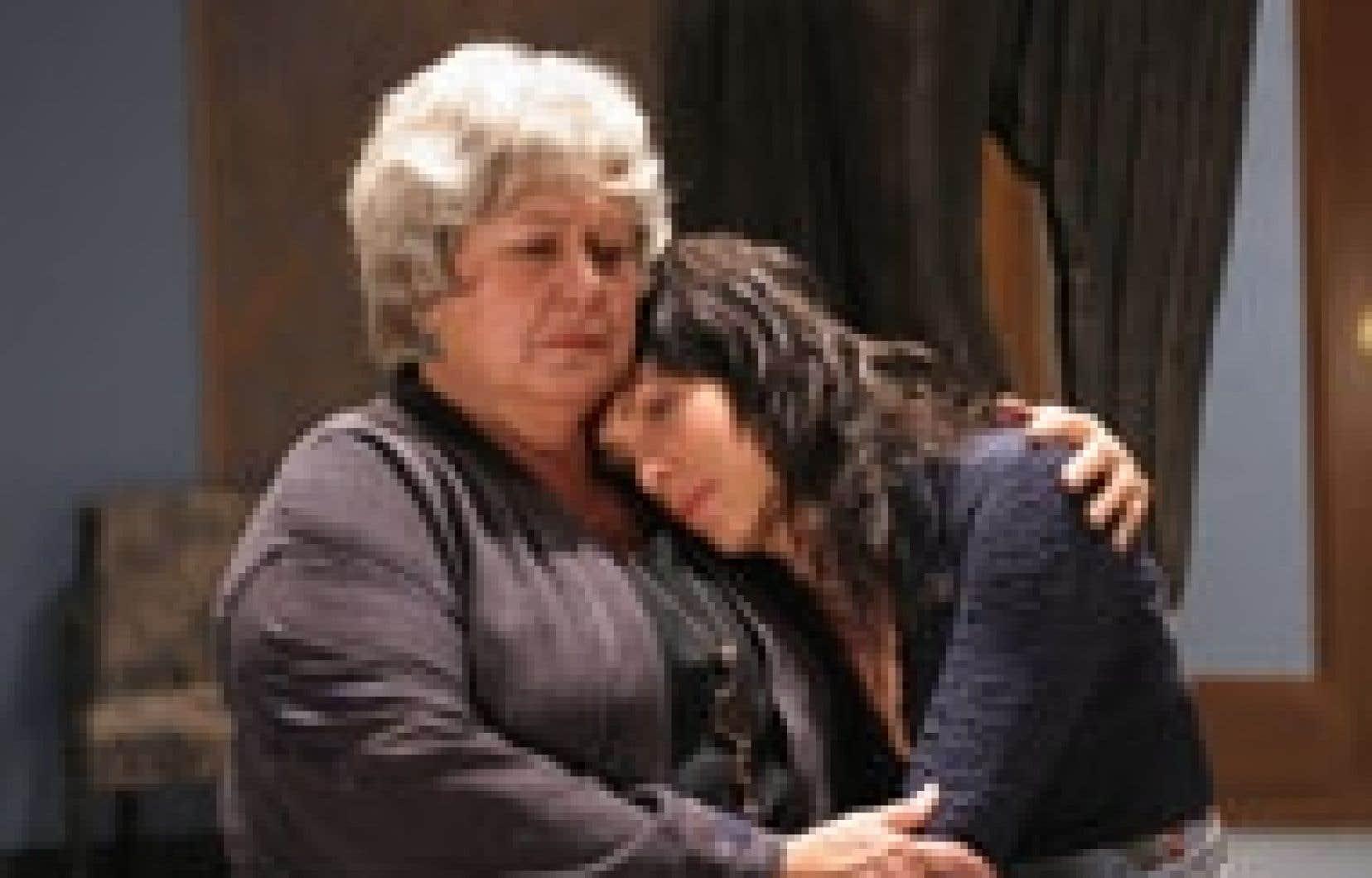 Céline Bonnier (à droite), hors du camp de la comédie, offre la meilleure et la plus fine prestation du lot en Jeanne, la fille du mort, écorchée par son enfance, qui cherche l'équilibre avec une lucidité douloureuse et fière. Ginette Reno dég