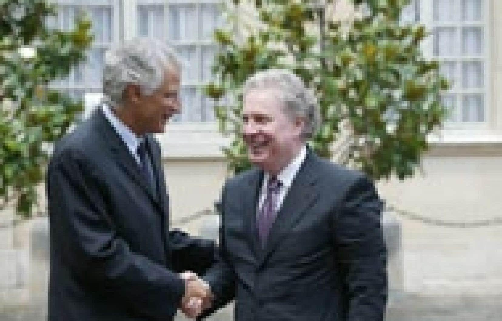 Les premiers ministres français et québécois, Dominique de Villepin et Jean Charest.