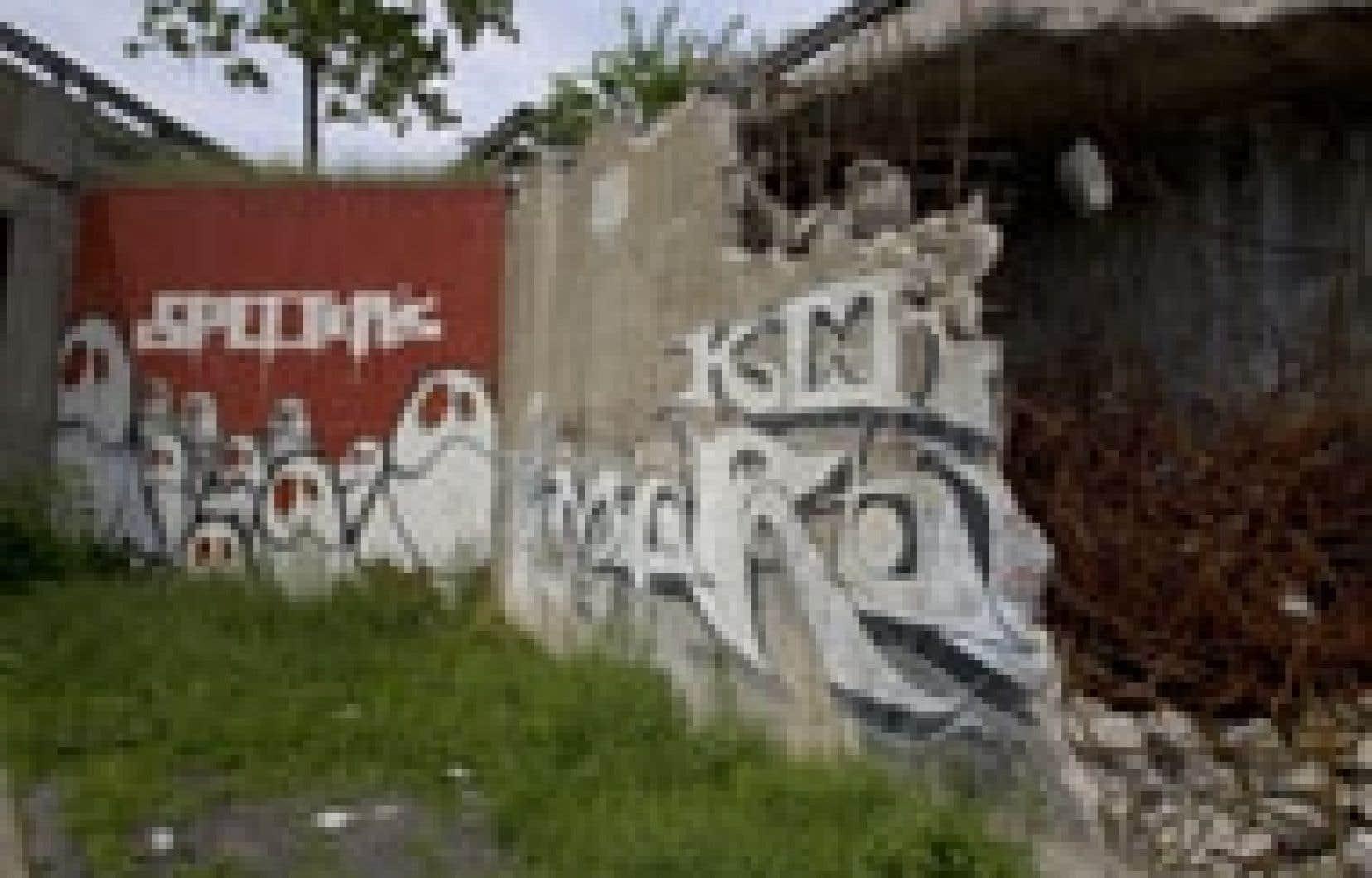 L'oeuvre de quatre mètres sur quatre, intitulée Specter's, du nom de son créateur, est un des derniers graffitis à ne pas encore avoir été détruits. Il se trouve sur le mur de droite de l'entrée du tunnel de l'avenue du Parc, direction no