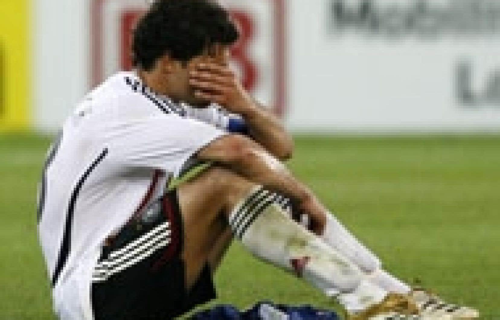 L'Allemand Michael Ballack a fondu en larmes à la fin du match perdu contre l'Italie hier.