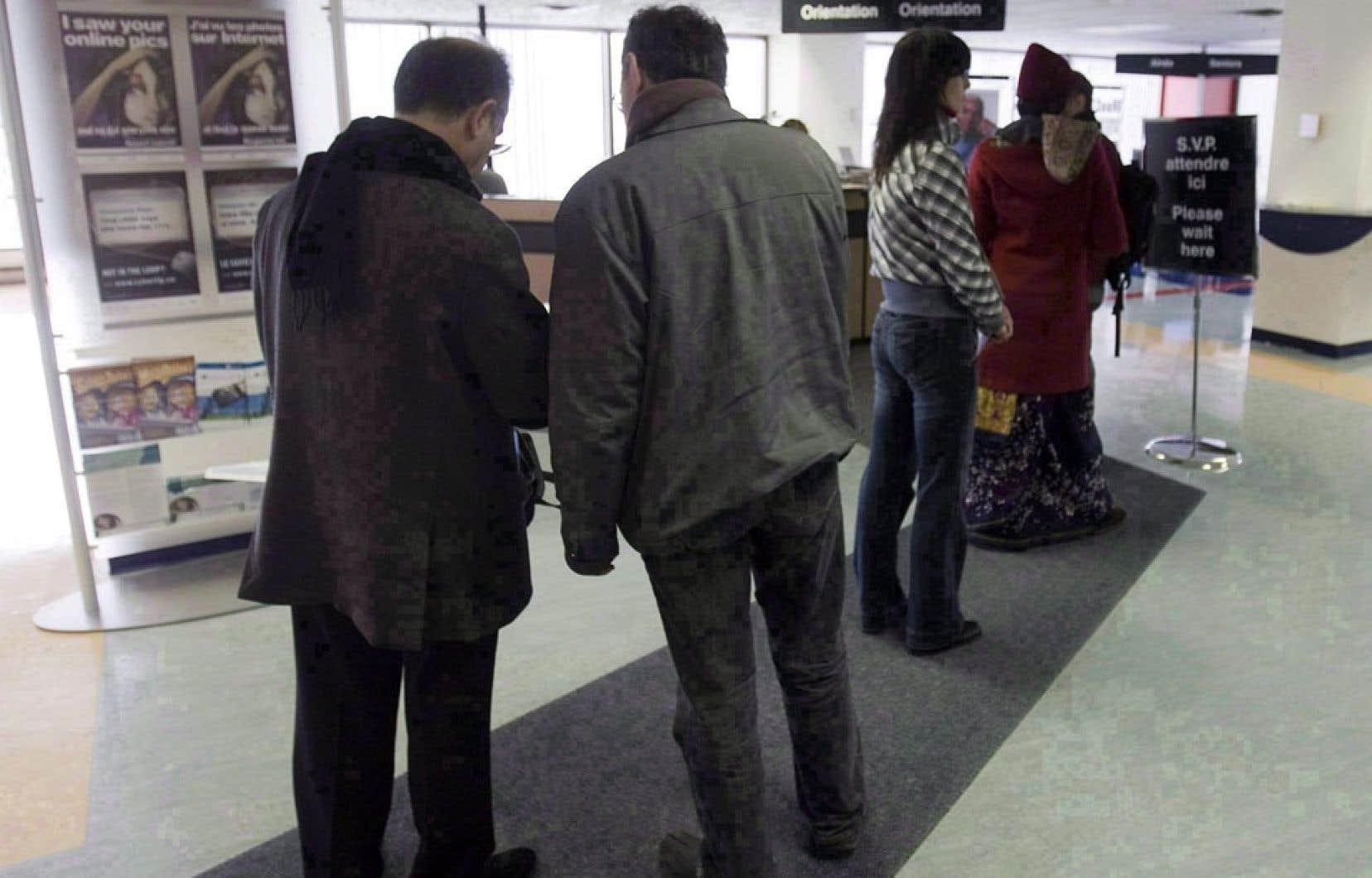 L'organisme d'aide aux chômeurs Mouvement action-chômage de Montréal calcule un délai moyen de cinq mois entre le dépôt de l'appel et l'audition de celui-ci. Les délais fluctuent grandement selon les cas, puisqu'ils vont de deux à neuf mois.