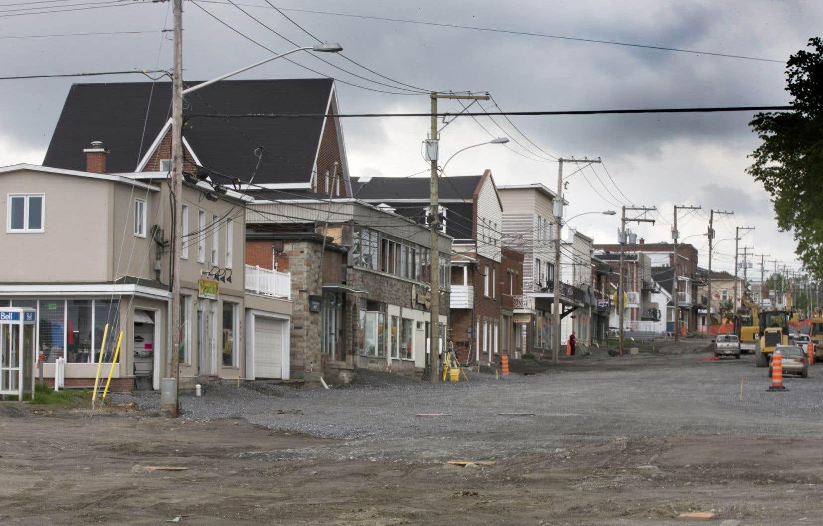 La rue Frontenac à Lac-Mégantic. Plusieurs commerçants et résidants de la zone rouge ne savent toujours pas ce que l'avenir leur réserve.