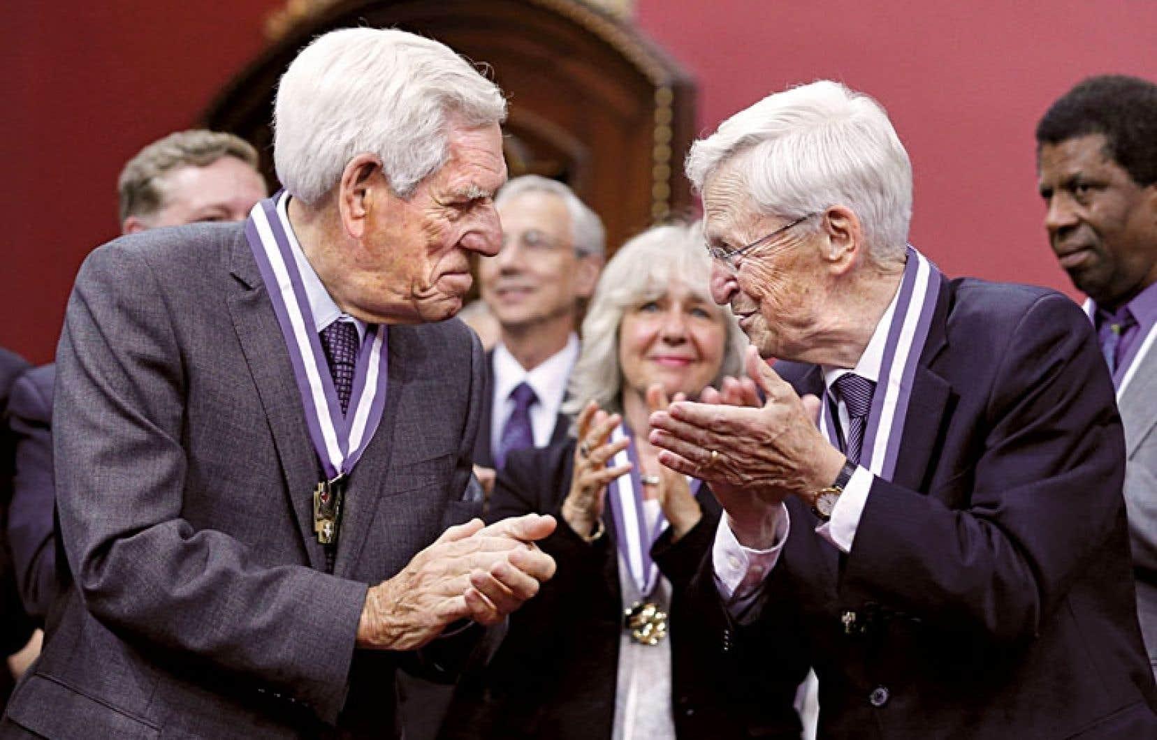 Claude Castonguay et Claude Béland ont été faits grands officiers.