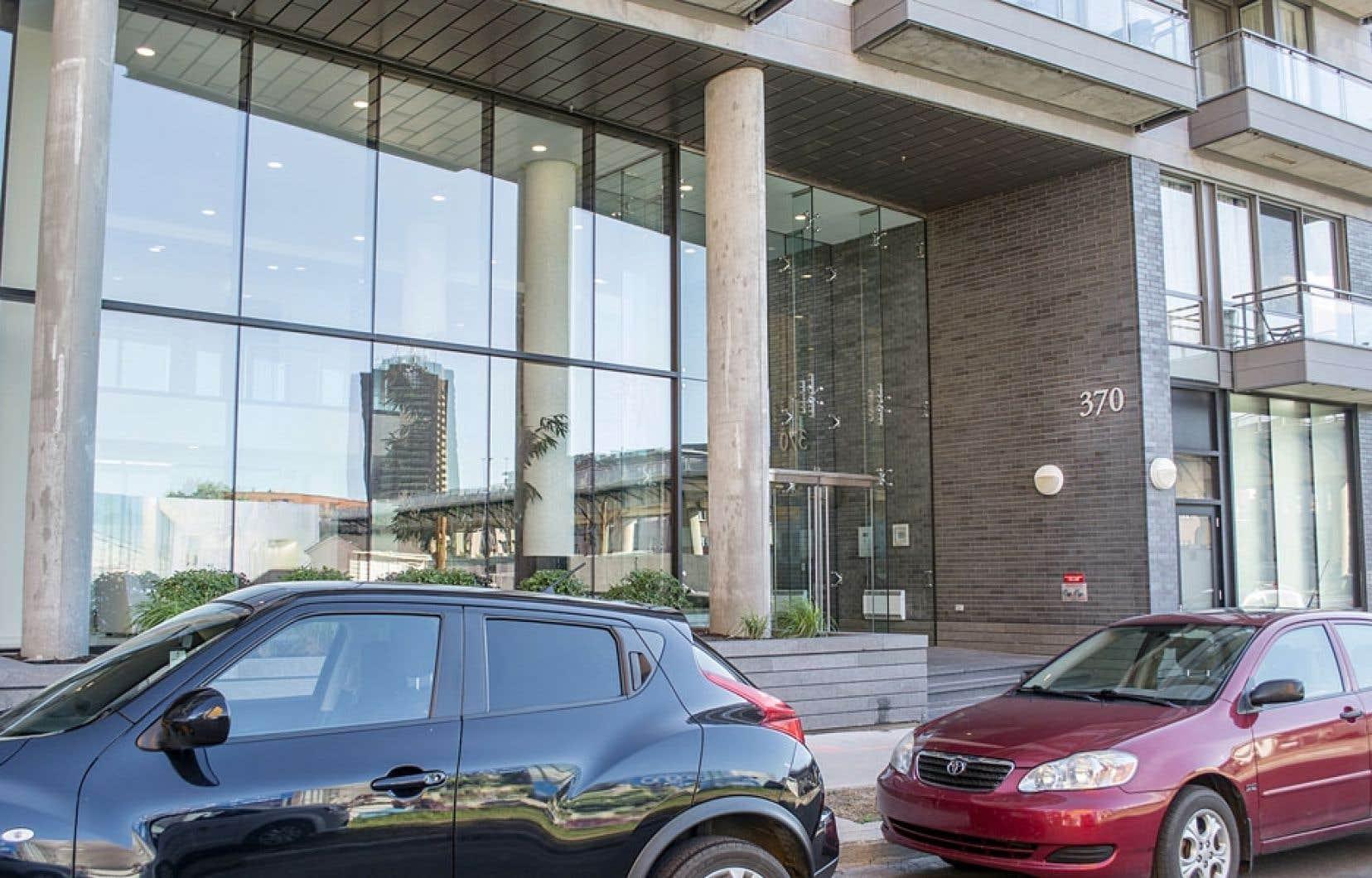 Les trois évadés de la prison d'Orsainville ont été arrêtés dans cet immeuble du Vieux-Montréal dimanche matin.