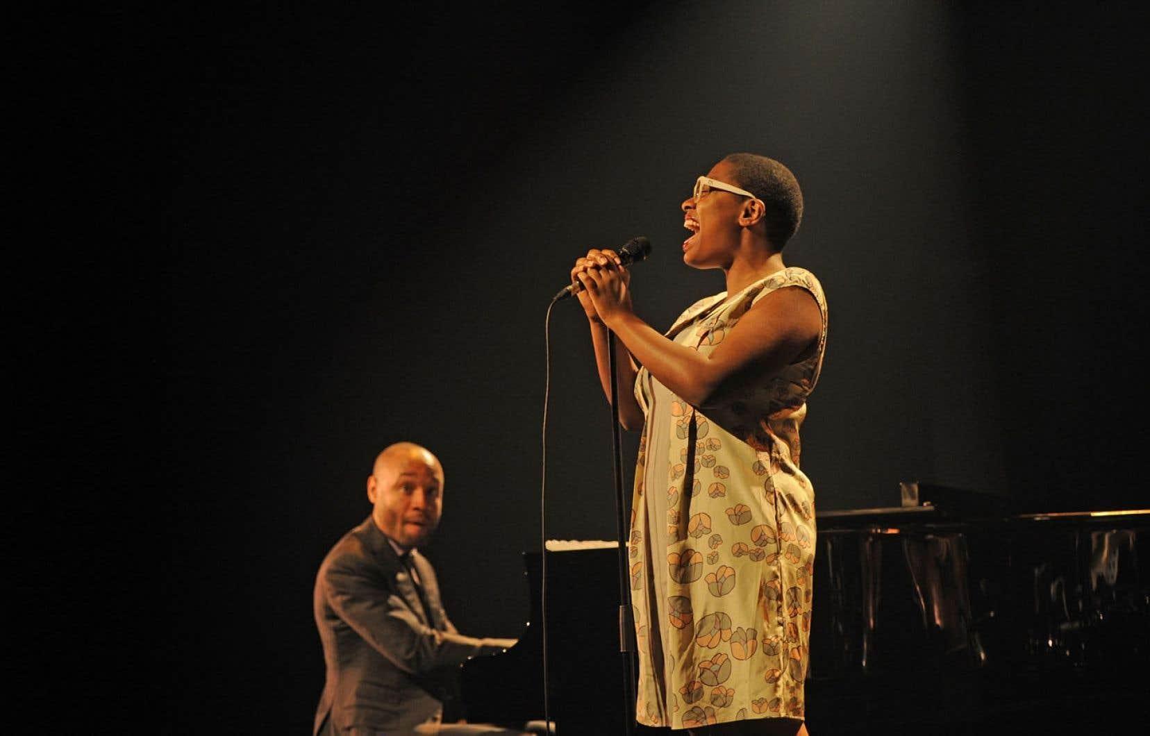 Cécile McLorin Salvant, avec son charisme et son intelligence musicale, a enchanté le public de l'Astral.