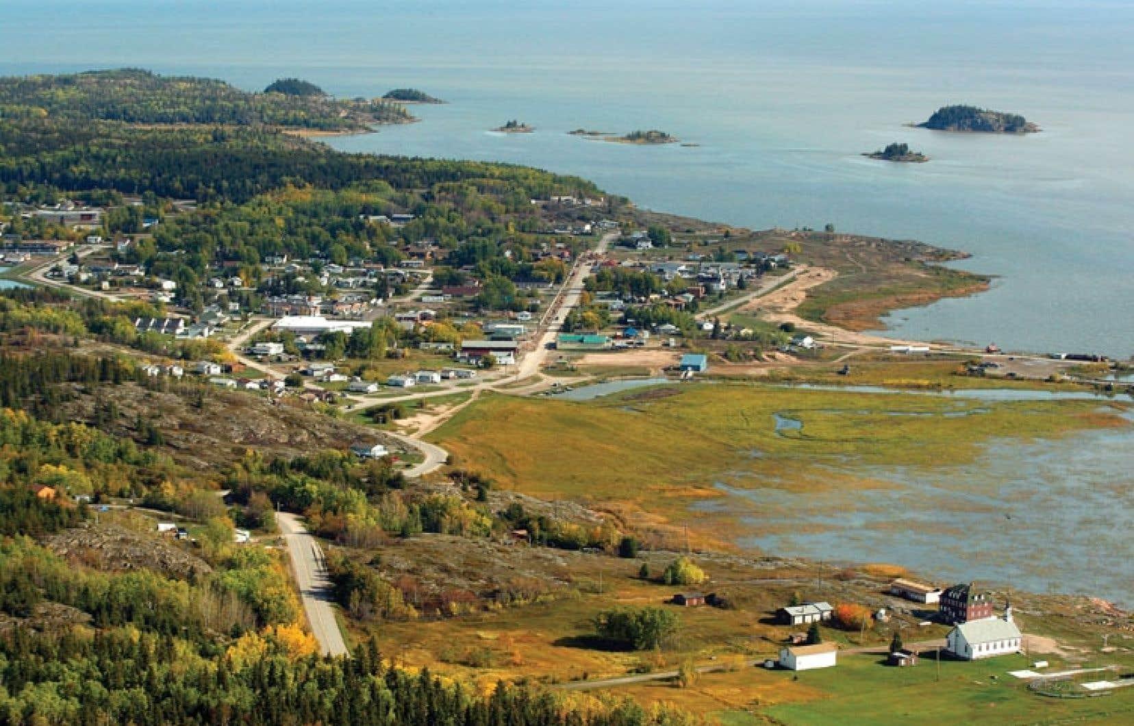 On dénombre un taux élevé de cancer chez des résidants de la Première Nation de Fort Chipewyan, située à environ 225 kilomètres au nord de Fort McMurray.