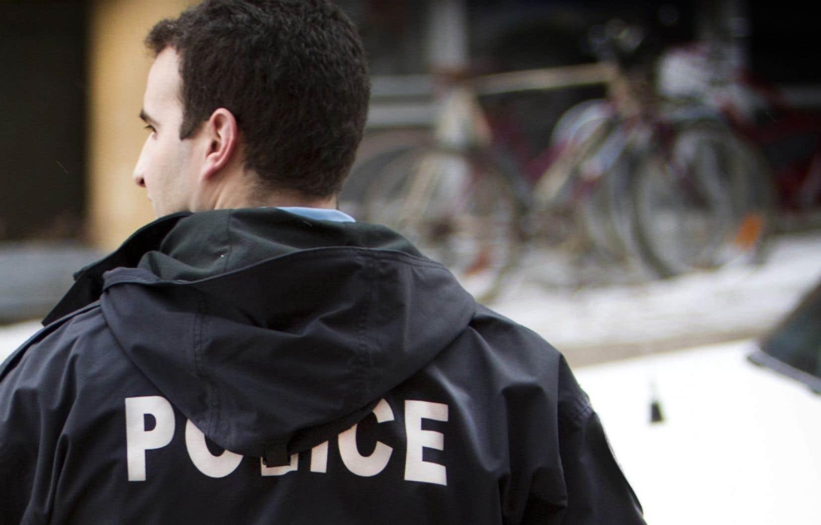 Dans une note interne remise aux policiers, la Régie exige qu'ils remettent des constats d'infraction aux automobilistes qui dérogent à tout règlement routier.