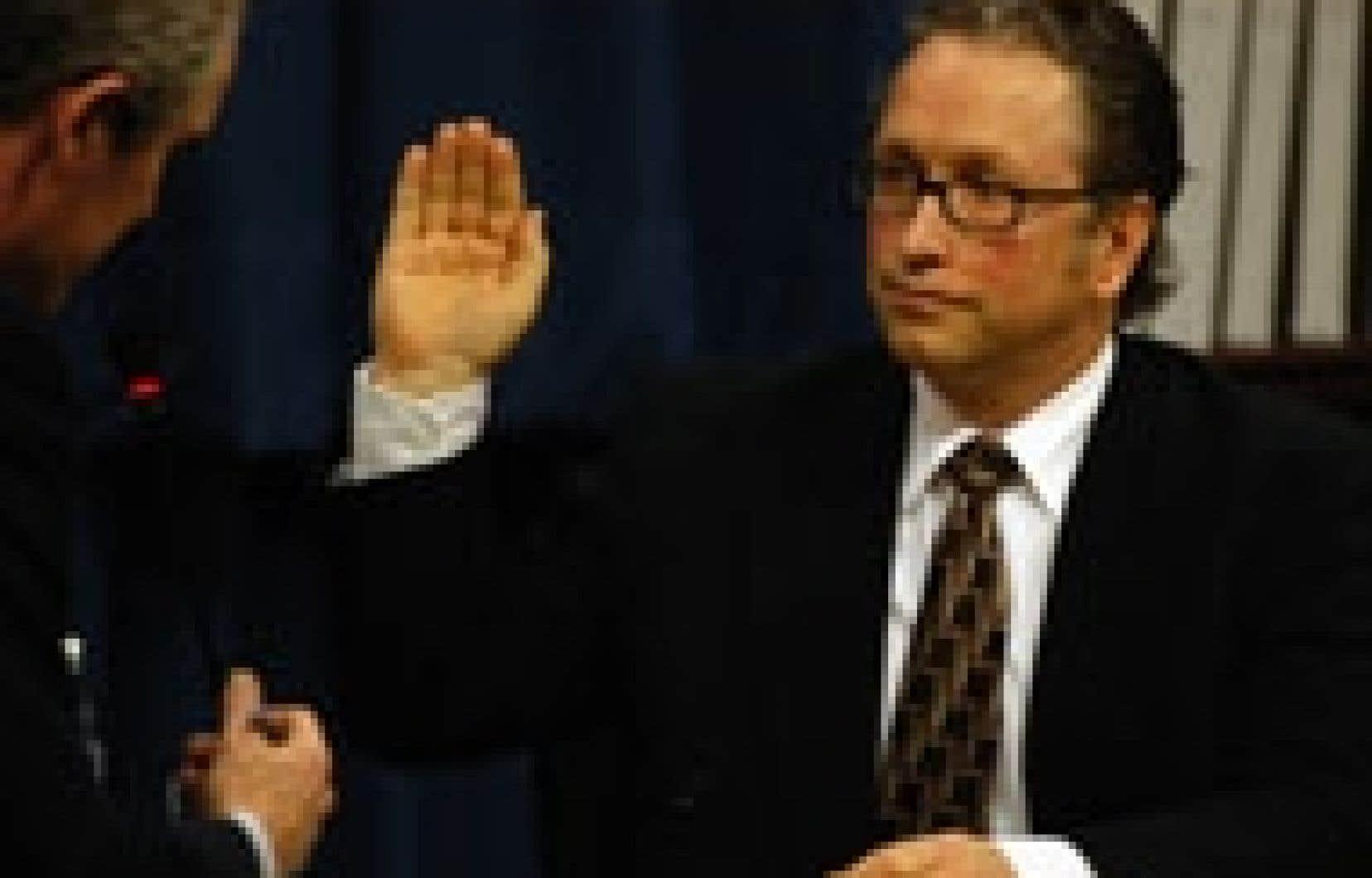 Jean Lambert a impliqué le bureau de l'ancien premier ministre Jean Chrétien dans le scandale des commandites.