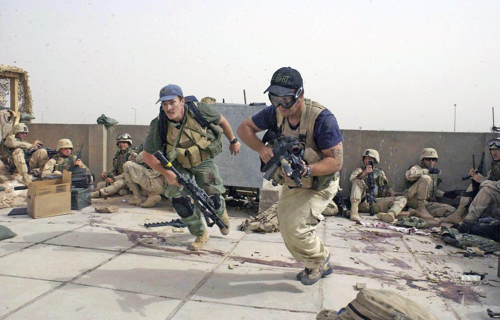 De plus en plus, la guerre est sous-traitée à des sociétés militaires privées. C'est ce qu'a fait l'armée américaine en retenant les services de la société Blackwater lors de l'intervention en Irak en 2003.