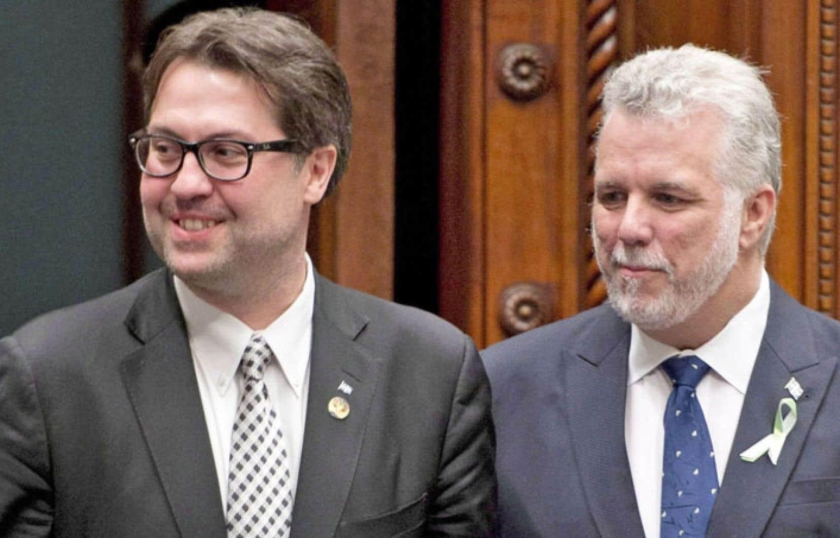 Le ministre québécois de l'Environnement, David Heurtel (à gauche), en compagnie du premier ministre Philippe Couillard