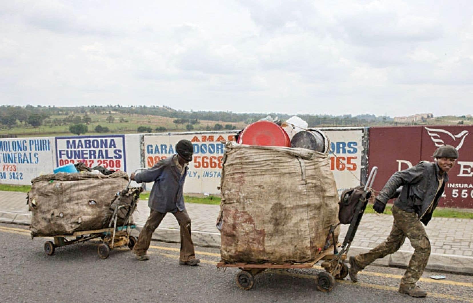 Ramasseurs de déchets en matière plastique à Johannesbourg, la capitale économique sud-africaine
