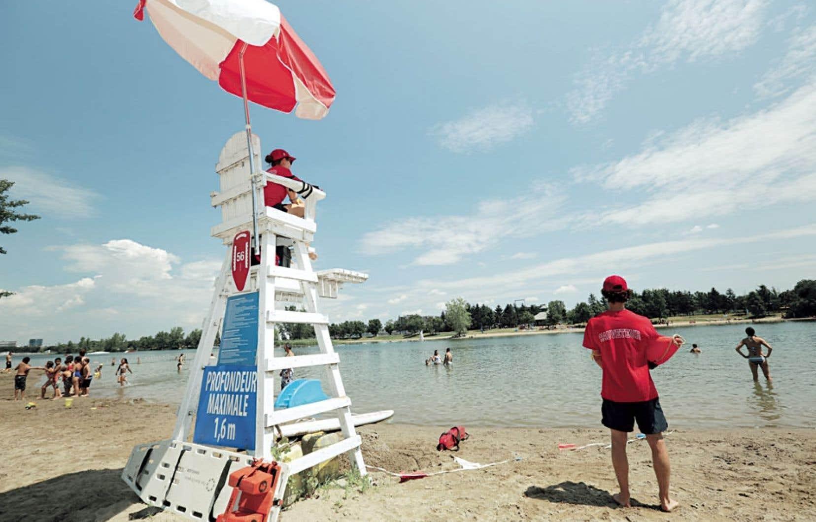 Des baigneurs à la plage du parc Jean-Drapeau, lundi, à Montréal. Au Québec comme ailleurs, le réchauffement atteint des niveaux historiques.