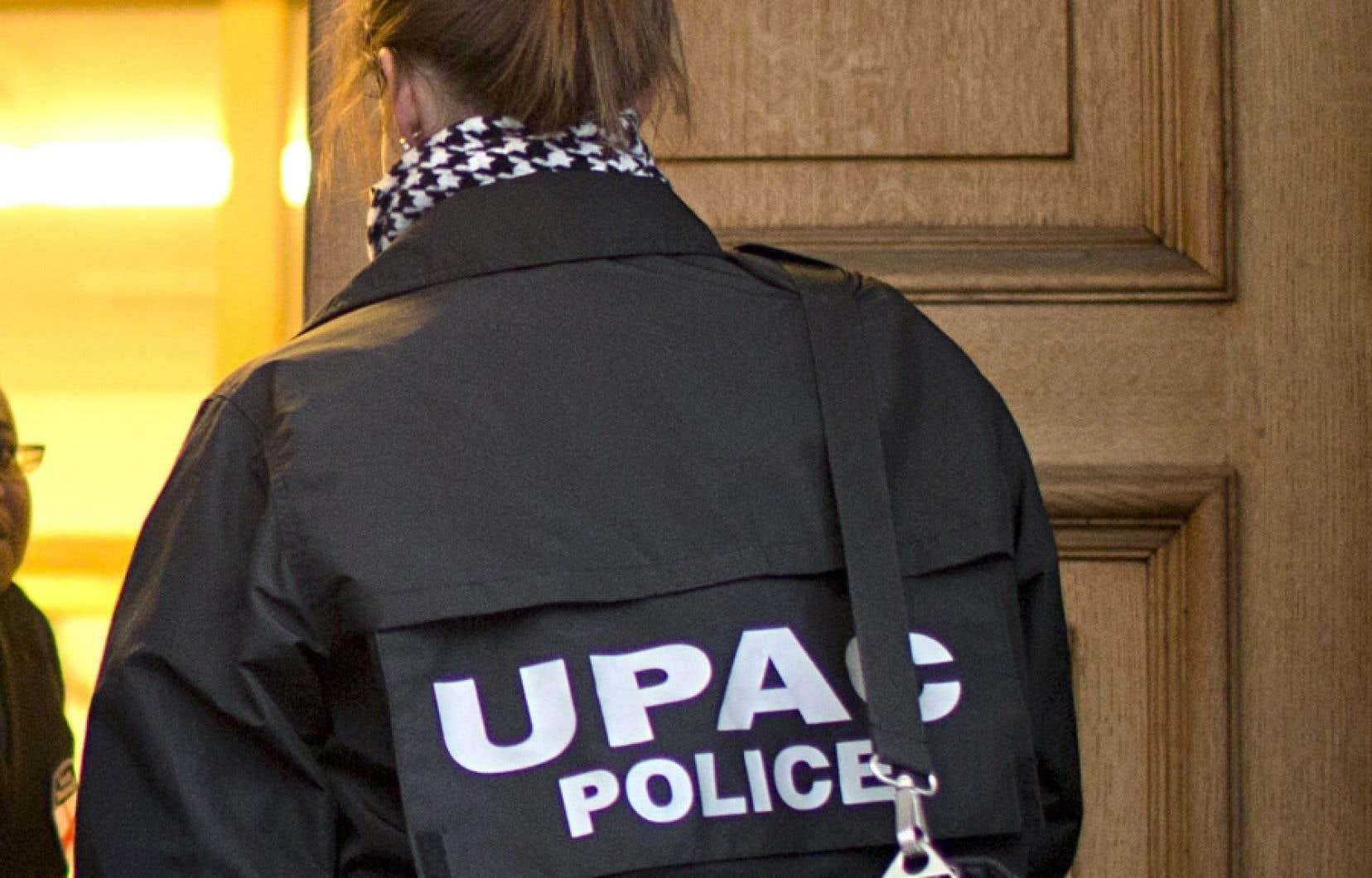 Les policiers enquêtent sur des allégations de fraude envers le gouvernement, d'entreprise qui souscrit à une caisse électorale, de trafic d'influence, de fraude et de complot.