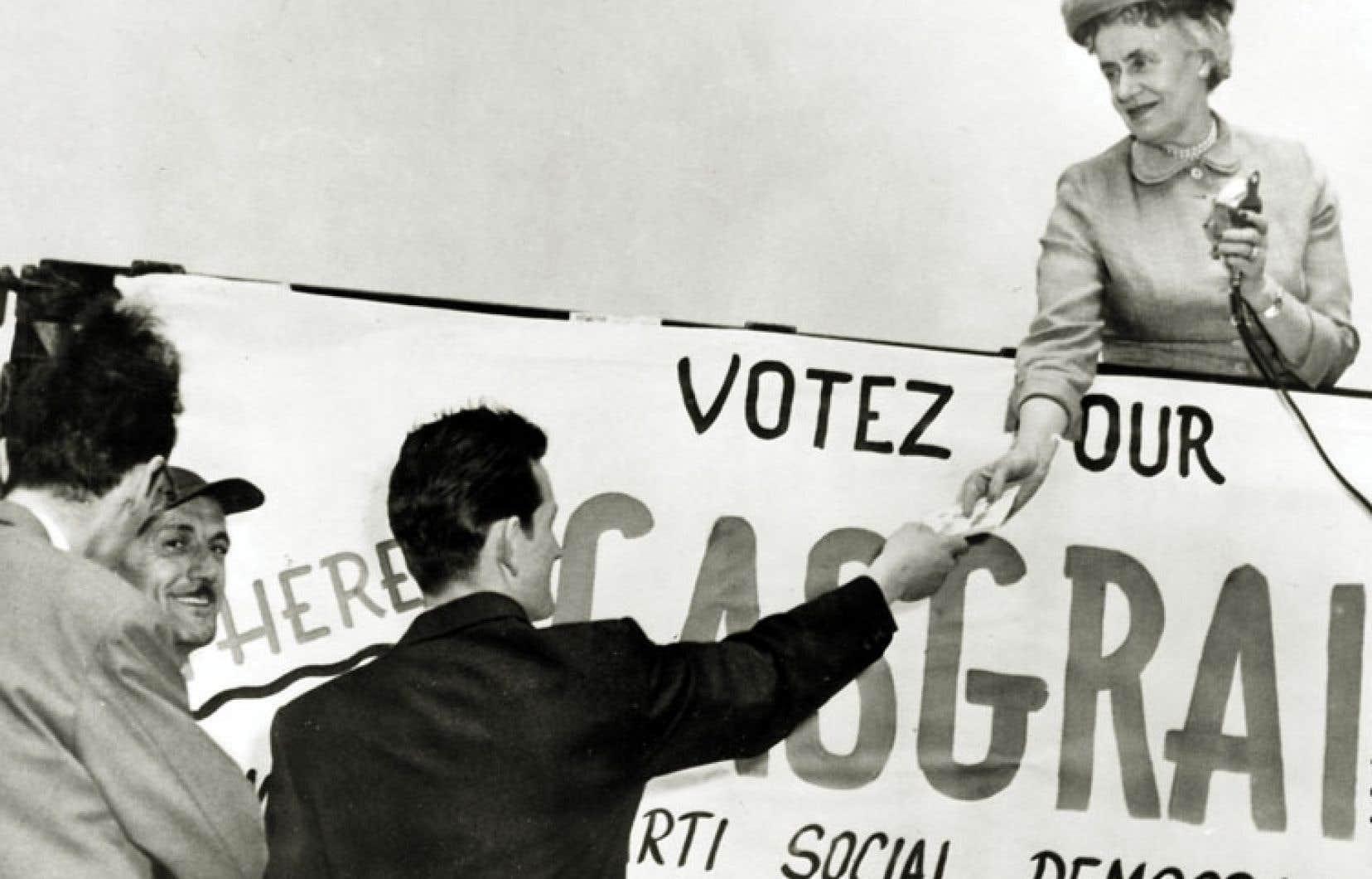 Thérèse Casgrain a été notamment candidate aux élections fédérales pour le Parti social démocratique au cours des années 1950.