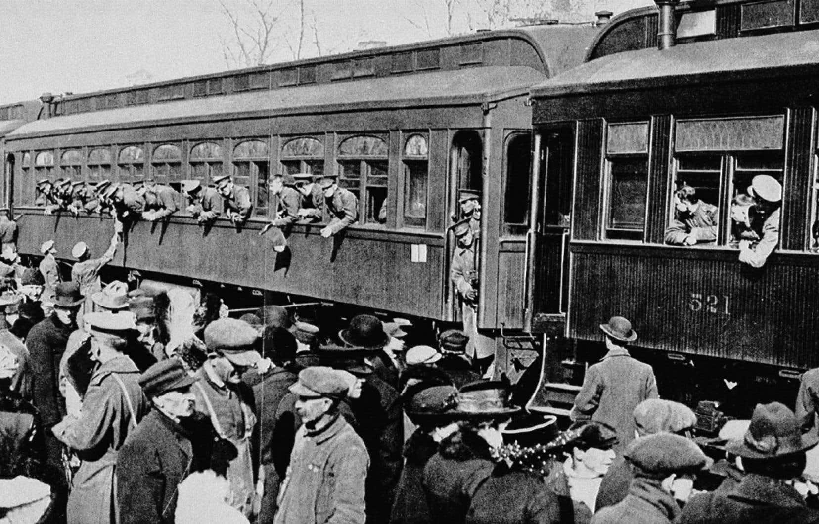 Le 22ebataillon, premier bataillon canadien-français, part de Saint-Jean de Terre-Neuve en 1915. Après quelques semaines d'entraînement en Grande-Bretagne, les troupes iront combattre en France.