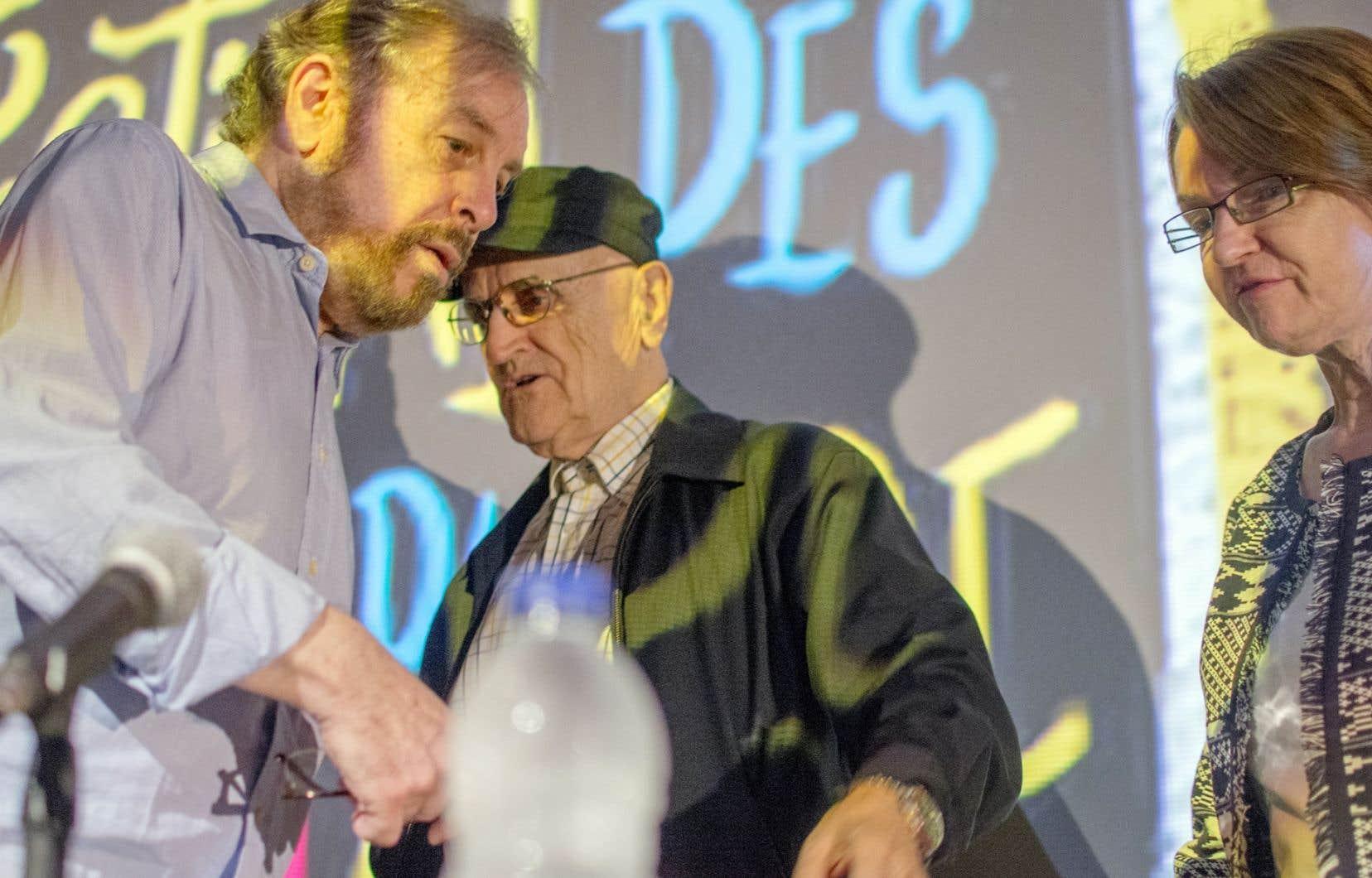 Serge Losique, président du CA du FFM, entouré de Martin Malina, programmateur principal, et de Danièle Cauchard, directrice générale, lors du dévoilement de la programmation du 38eFestival des films du monde au cinéma Impérial.
