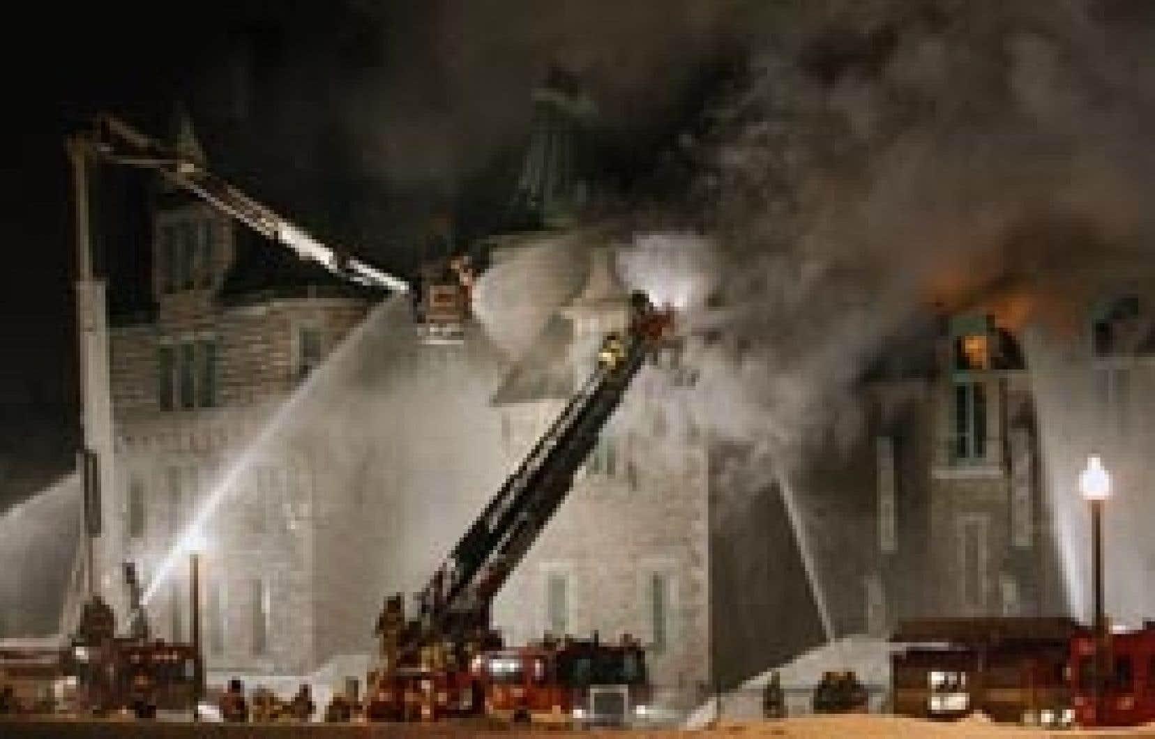 L'incendie du Manège militaire, à Québec, le 4 avril dernier.