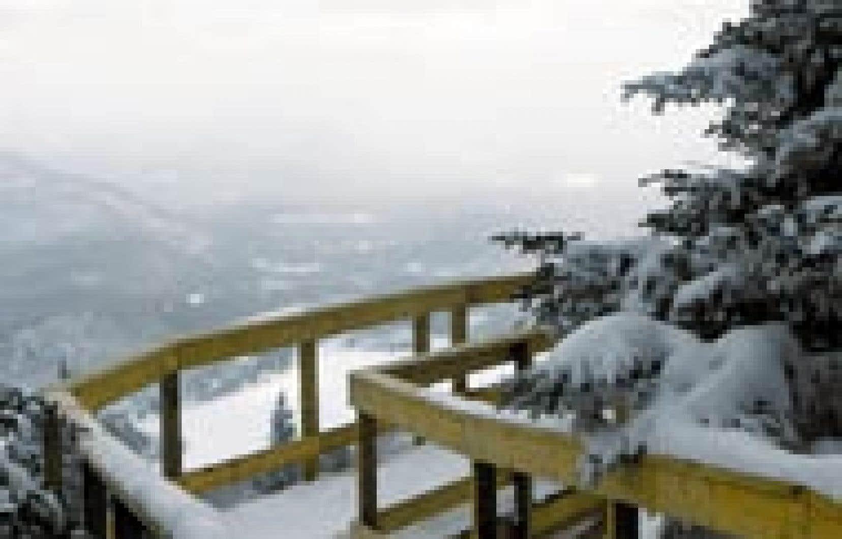 Le sommet du mont Orford fait partie des 649 hectares que le gouvernement Charest veut vendre au secteur privé. — Parc du Mont-Orford
