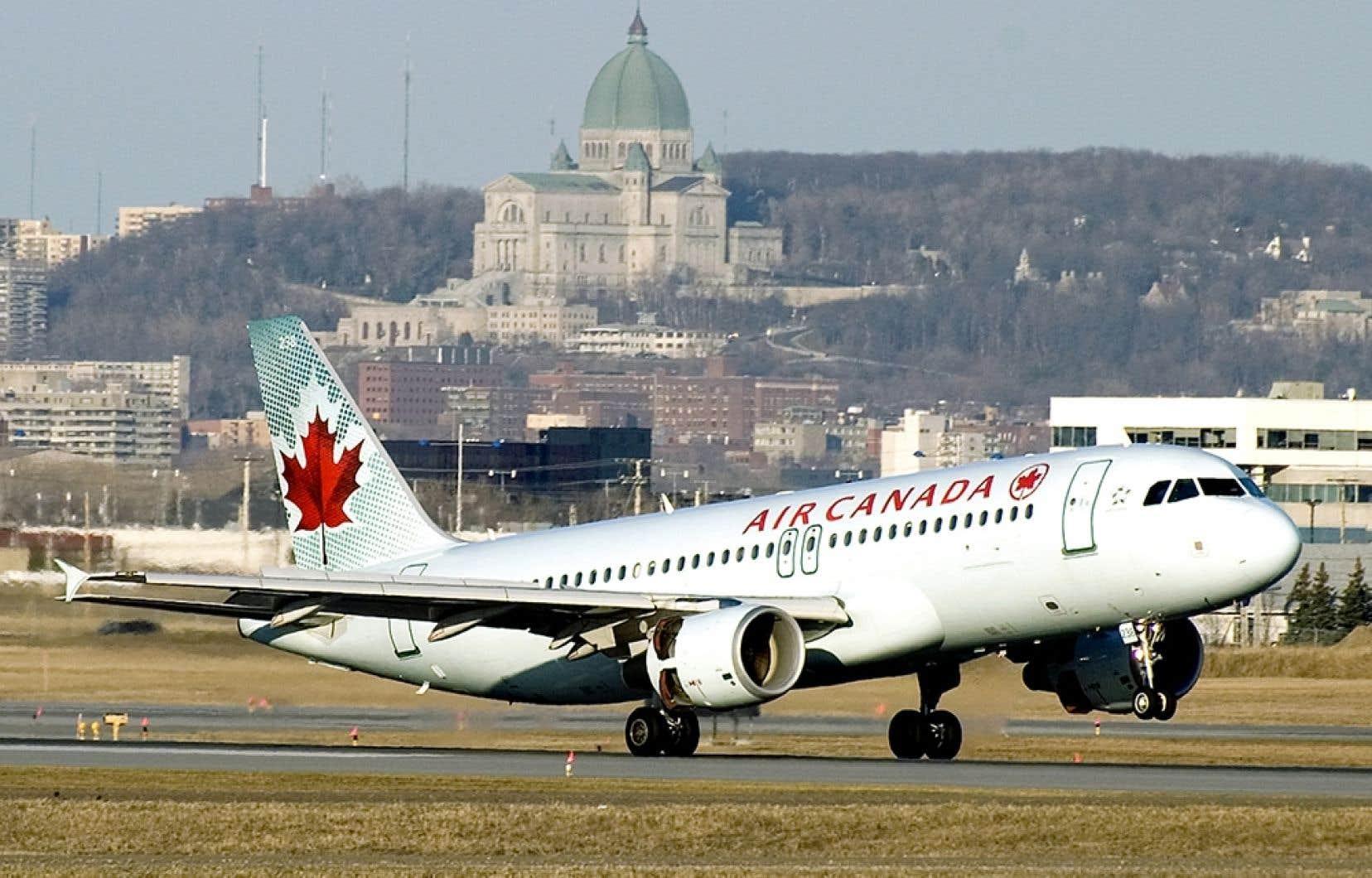 Raymond Prince affirme que le couvre-feu, qui est censé limiter les vols commerciaux entre 23h et 7h, n'est pas respecté, en plus du fait que plusieurs avions dévient régulièrement du corridor aérien.