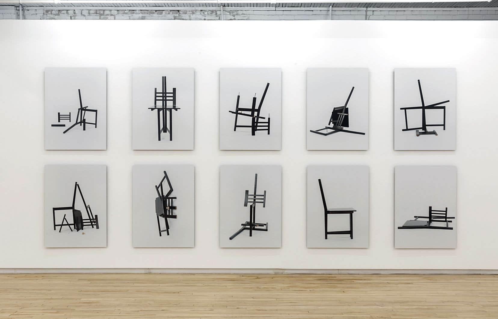 La série Two-minute sculptures, de Jacinthe Lessard-L., est faite de photographies de sculptures improvisées, réalisées avec des éléments de meubles modulaires à construire soi-même, tâche que l'artiste a confiée à diverses personnes. Ready-made revisité dans lequel on peut voir une critique de la mondialisation actuelle des goûts.