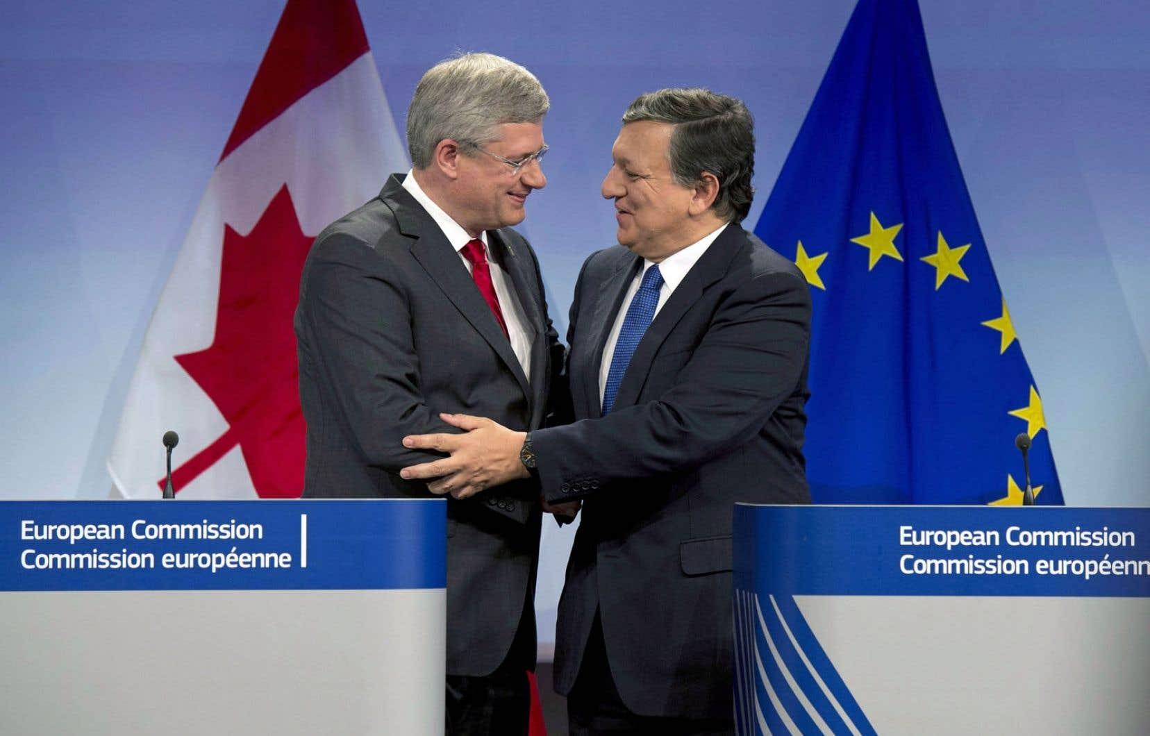 Le premier ministre Stephen Harper à Bruxelles le 18octobre avec le président de la Commission européenne, José Manuel Barroso