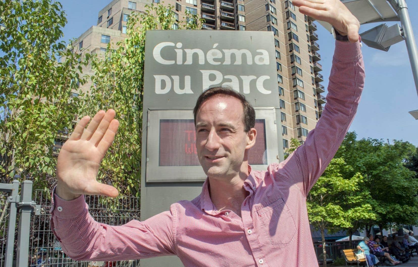 Alexandre Renzo aime générer lui-même le matériel visuel pour la création d'une affiche de film, ce procédé lui laissant beaucoup de liberté.