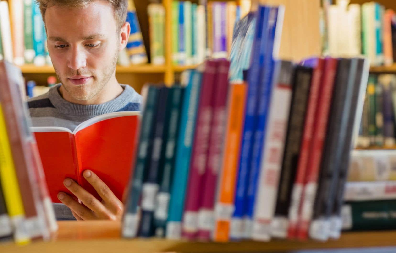 Selon les scientifiques, la texture, l'odeur, l'épaisseur, la couverture et la quatrième de couverture d'un livre permettent aux lecteurs d'établir une meilleure « carte mentale du texte »,ce qui facilite leur compréhension.