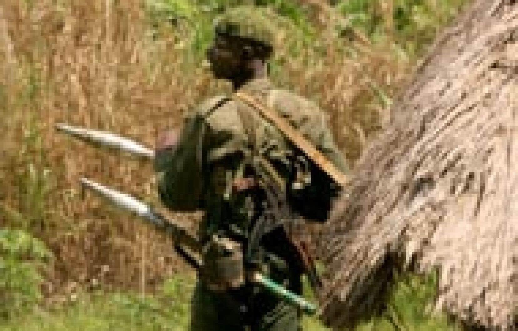 Un soldat congolais a monté la garde près de la ville de Bunia.