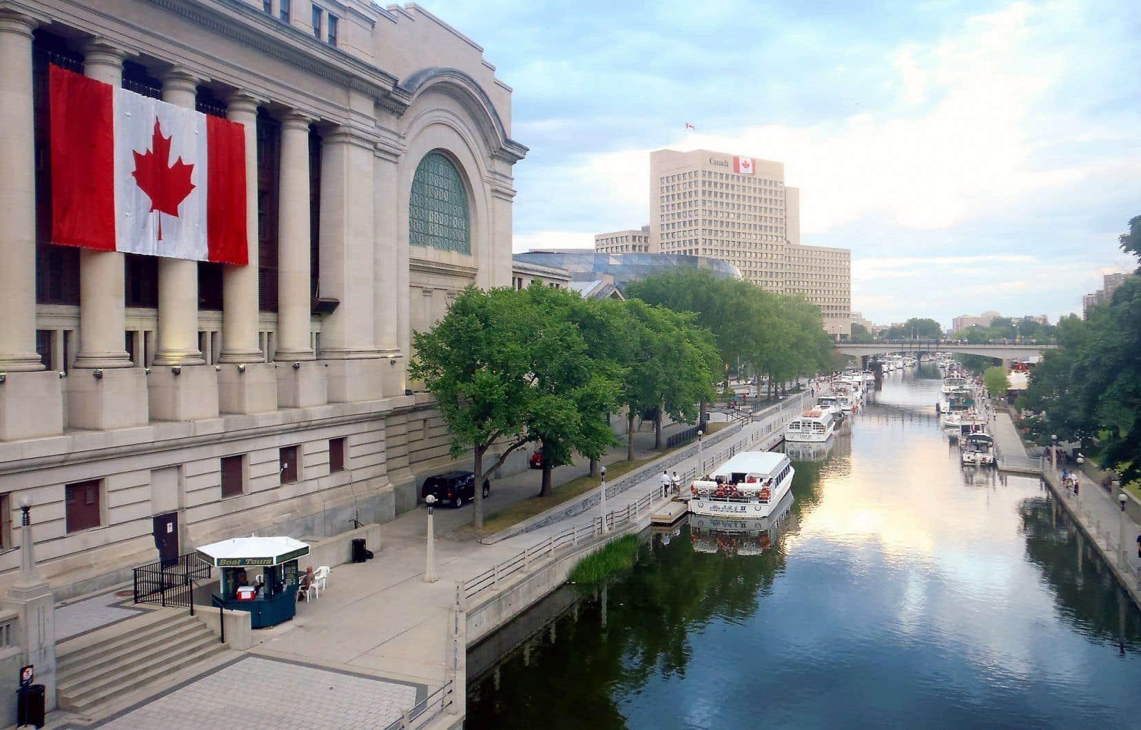Des groupes de citoyens aimeraient faire d'Ottawa une ville bilingue, à l'instar de Bruxelles et de Moncton.