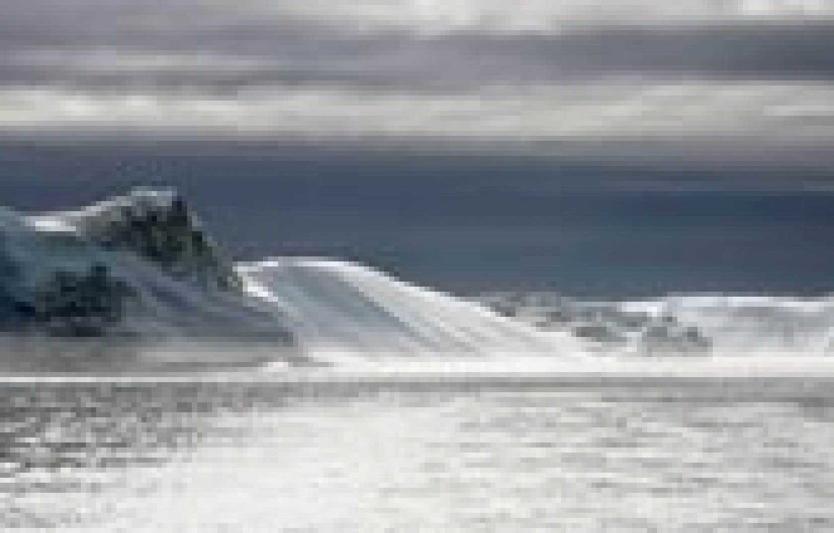 Les appareils de détection sismique installés sur le brise-glace Saint-Laurent ont détecté des sédiments à des centaines de milles plus loin qu'on ne le pensait sur les fonds arctiques.
