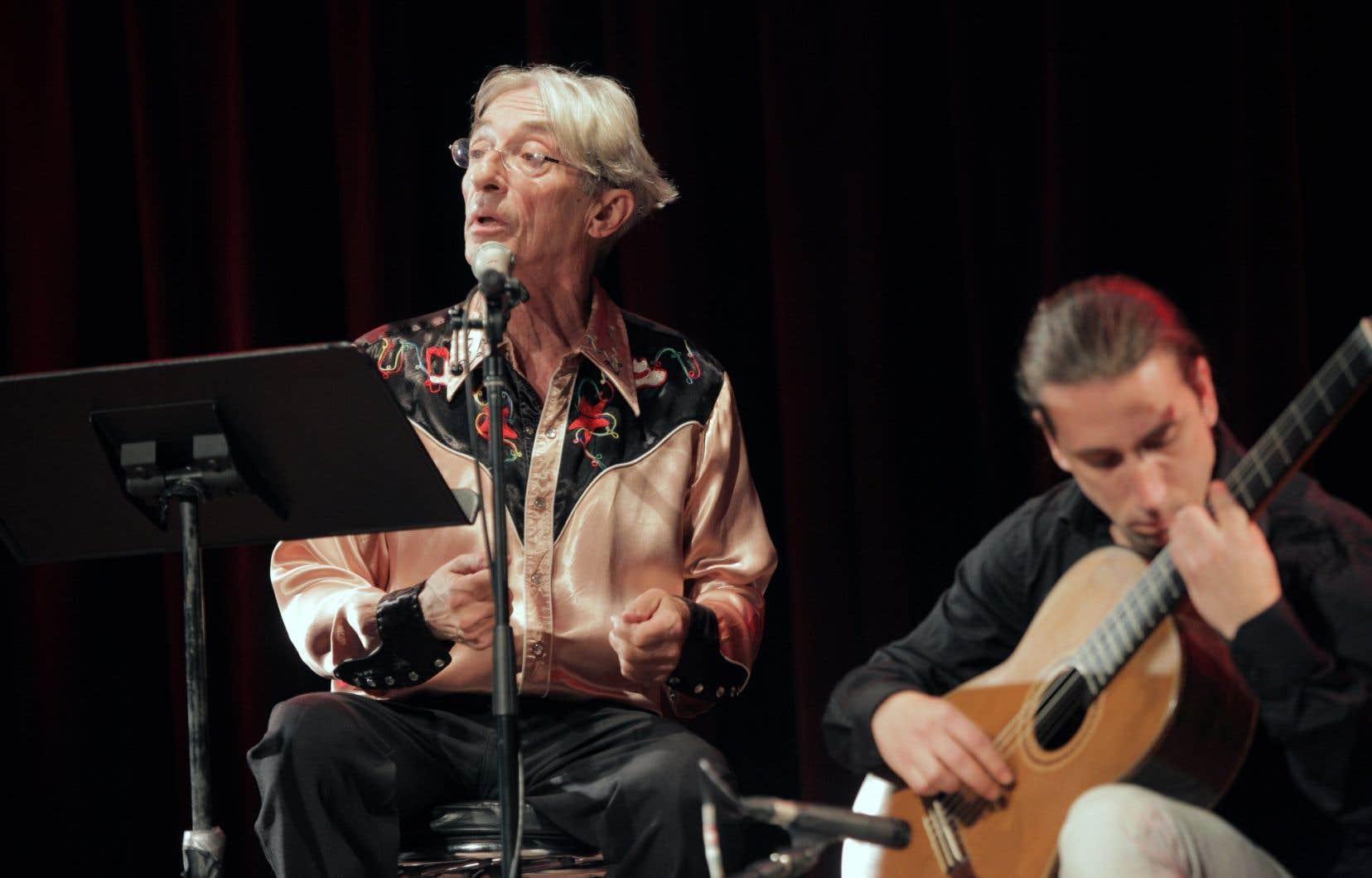 Richard Desjardins, accompagné du guitariste Alexandre Ethier, a interprété un extrait du spectacle consacré à Federico García Lorca
