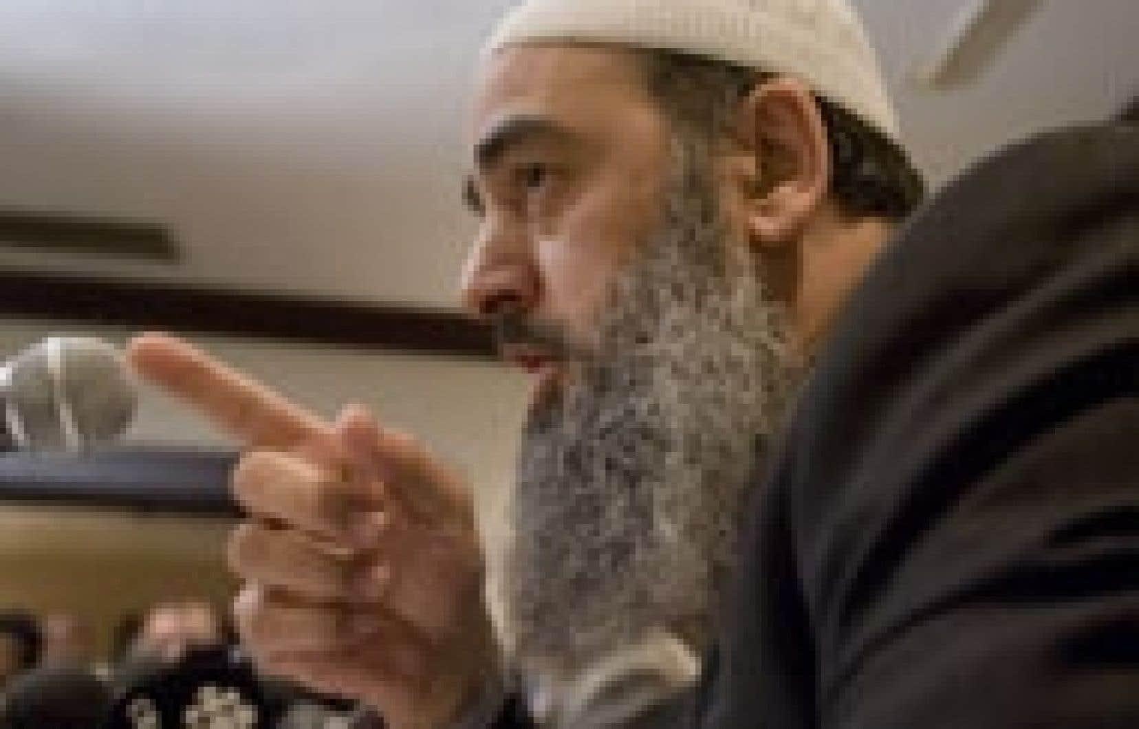 Salam Elmenyawi, du Comité musulman de coordination pour la justice, préfère accueillir les autres communautés chez lui, dans sa mosquée, plutôt que de prendre la rue et de risquer que la manifestation ne dégénère.