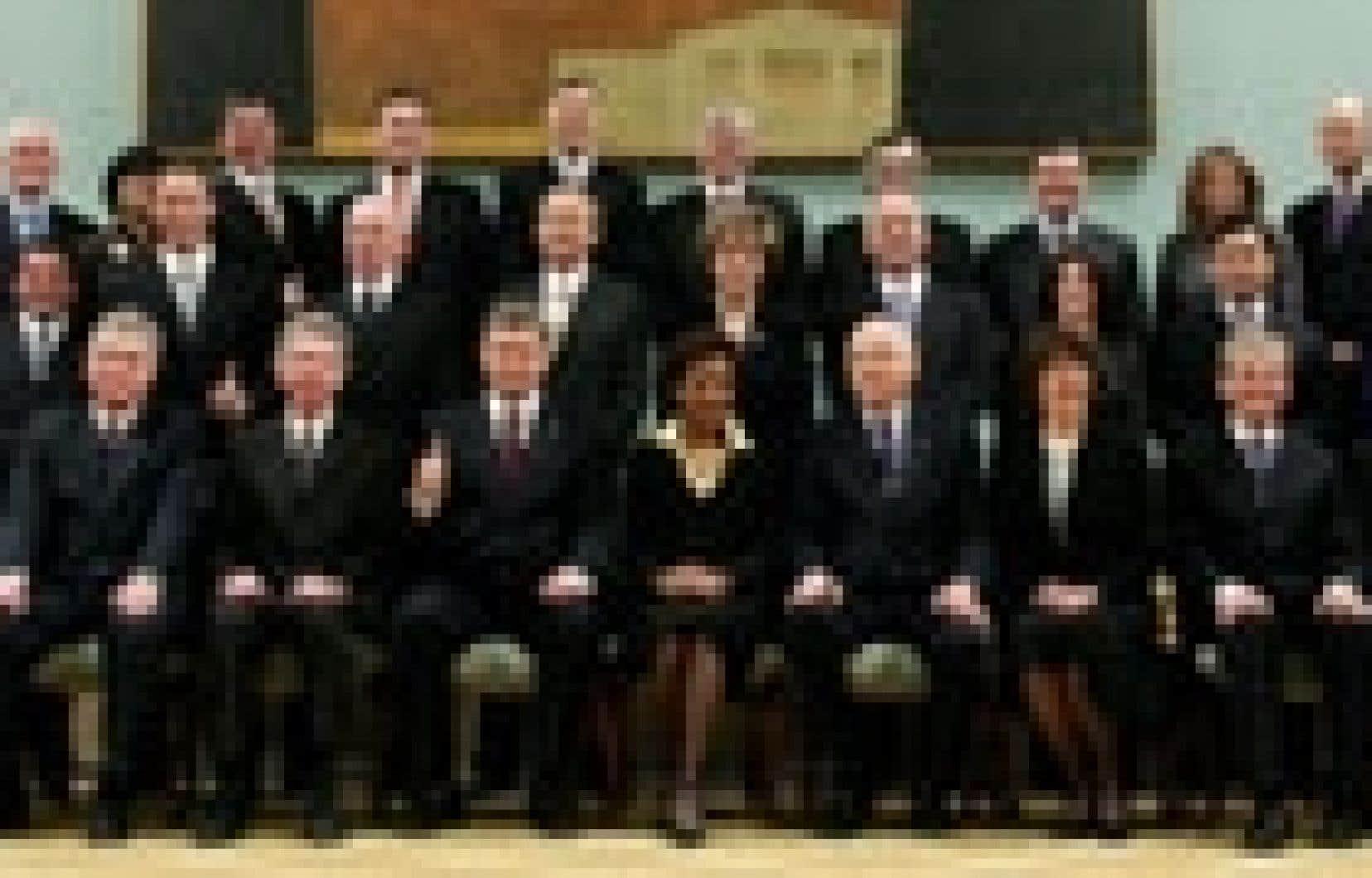 Stephen Harper a conçu un cabinet plus léger que ce qu'avaient fait ses prédécesseurs: 26 ministres seulement, 27 avec lui.