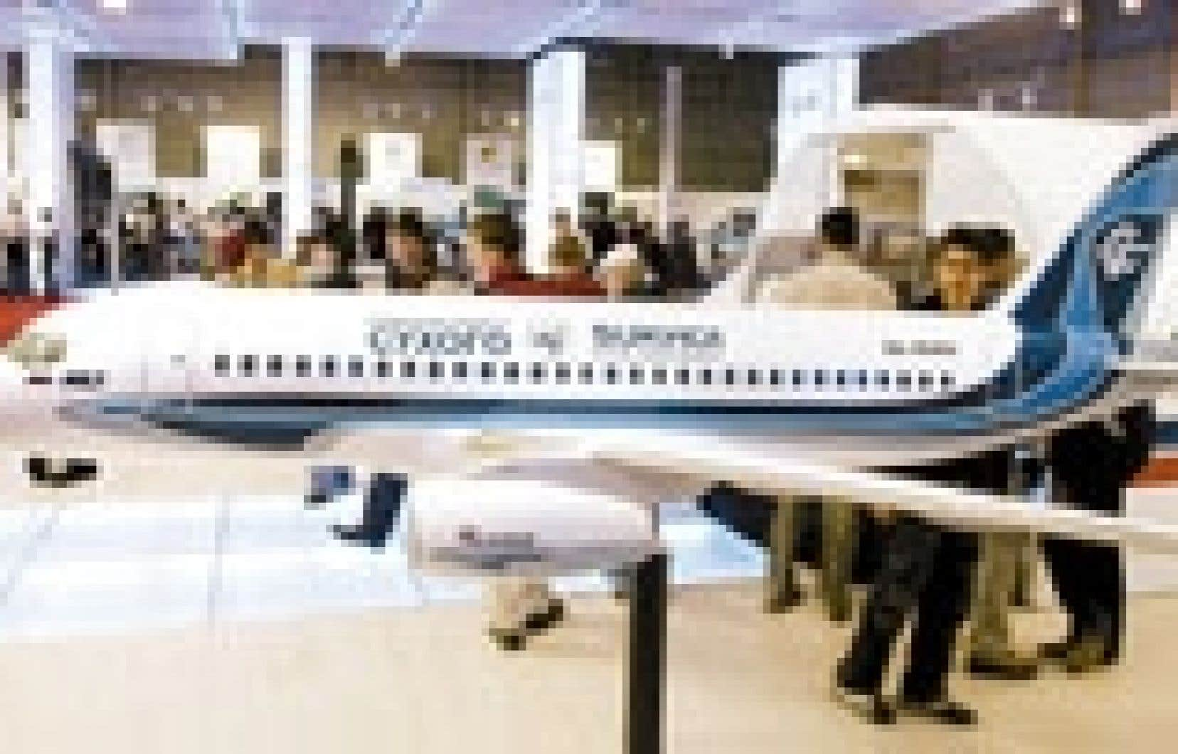 Le projet d'avion régional de Sukhoï présenté au salon de l'aviation de Moscou.