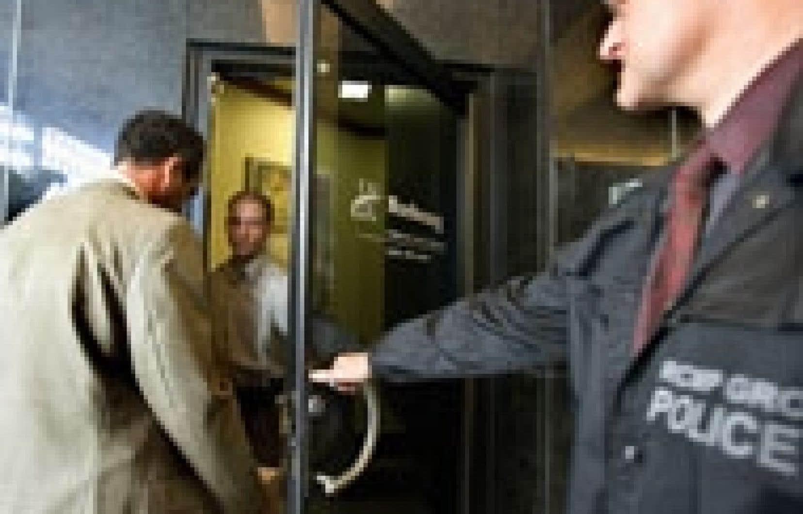 En août dernier, la police perquisitionnait les bureaux de Norbourg. Même si aucune accusation n'a été portée à ce jour contre son ex-président, Vincent Lacroix, le BDRVM estime que «l'ensemble de la preuve démontre que la majorité des acti