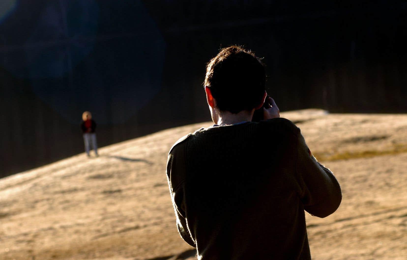 La majorité des personnes qui se suicident ont plus de 50 ans et le suicide touche deux fois plus d'hommes que de femmes, selon le rapport, le premier du genre.