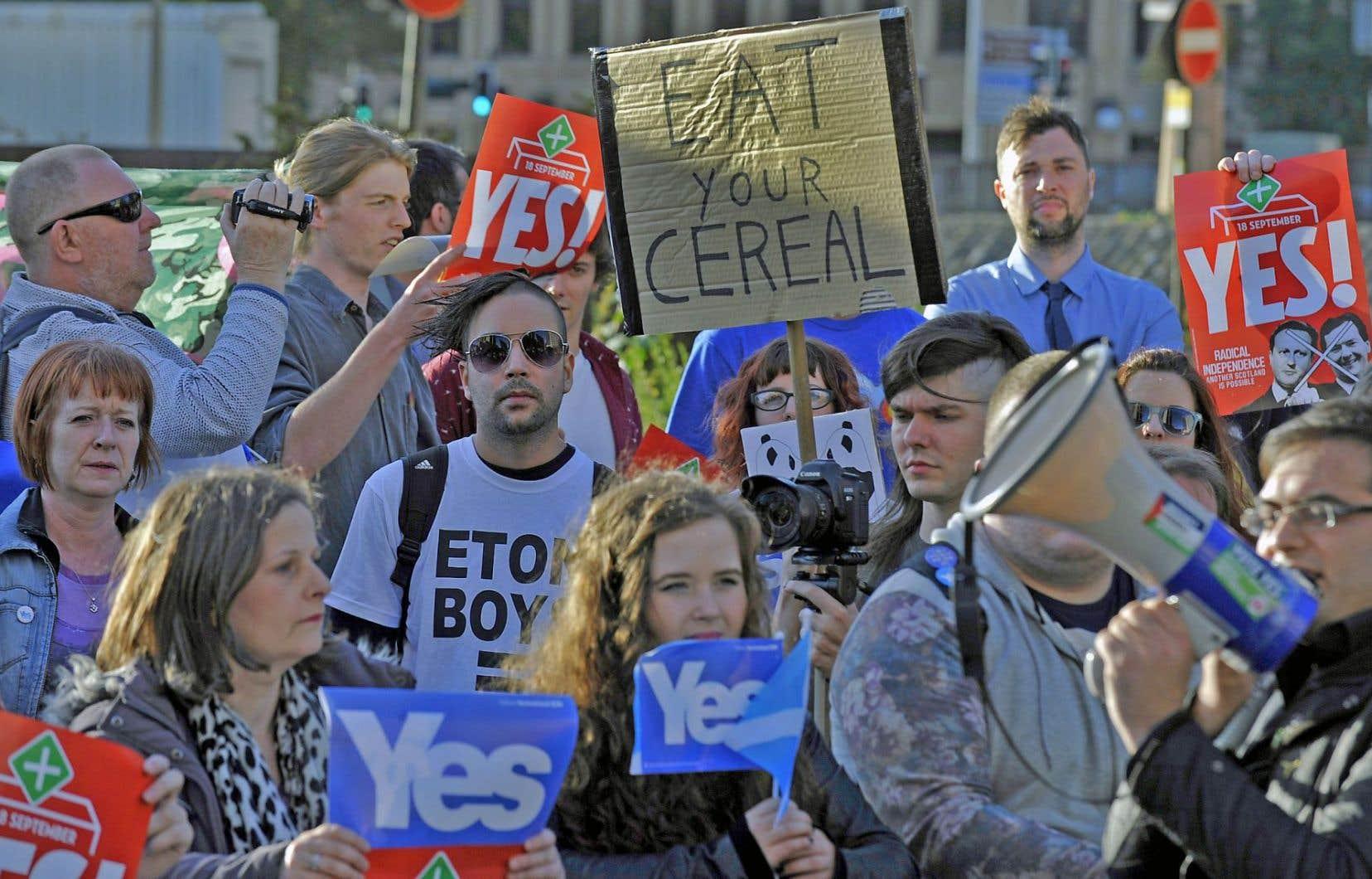 Des partisans du camp du «oui» s'étaient rassemblés à Glasgow, le 28août dernier, pour souligner la venue dans leur ville du premier ministre britannique, David Cameron.