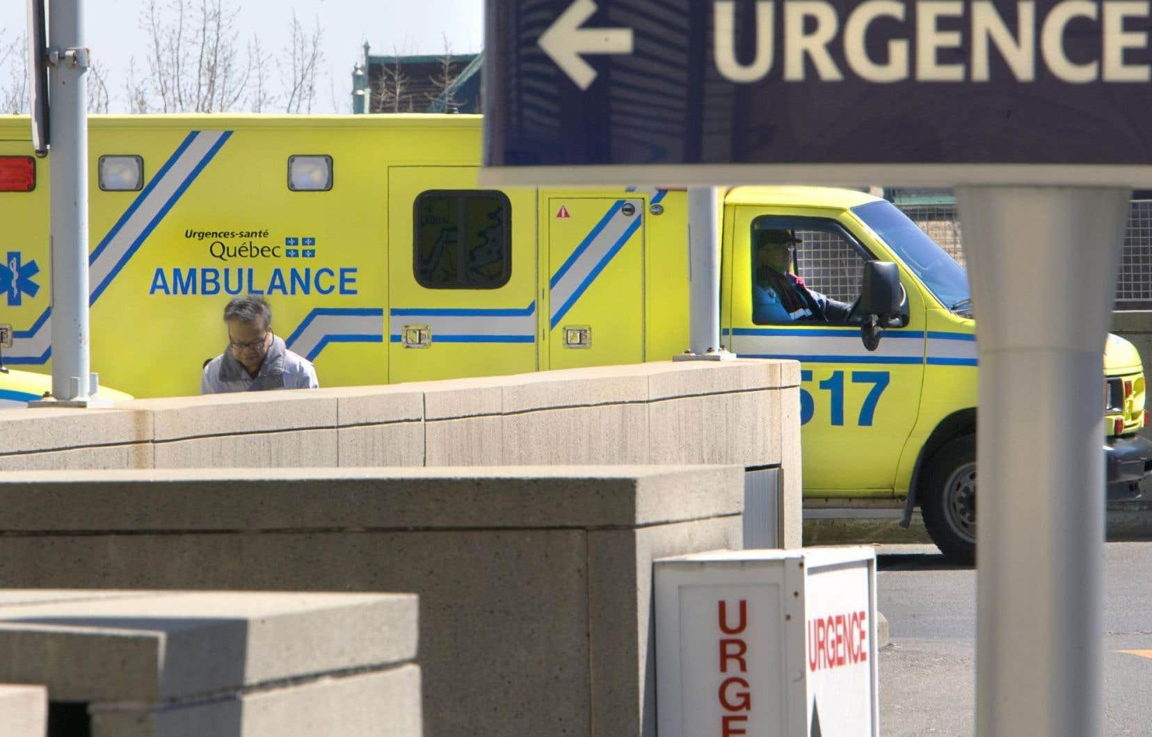 Les autorités ont fait le choix de ne pas évacuer l'hôpital au complet, notamment en raison de sa configuration, l'urgence étant séparée du reste de l'institution.