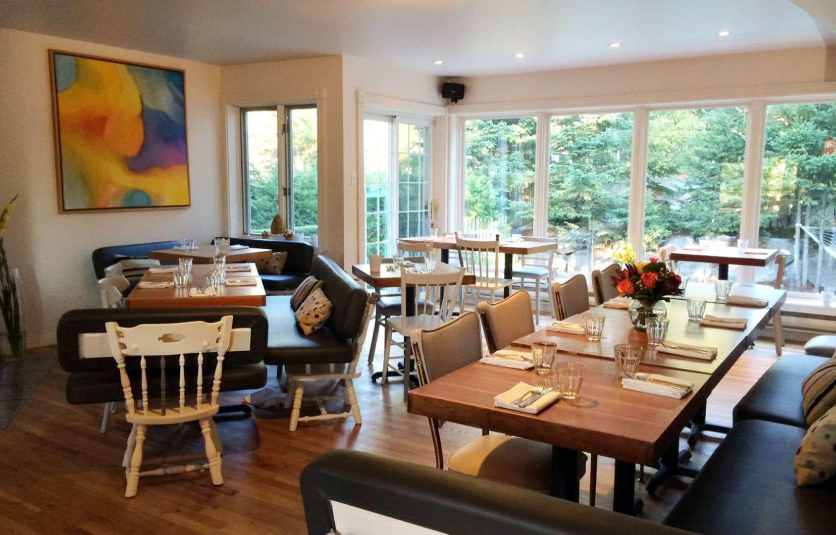 Avec leur restaurant La Porte, les Rouyé, père et fils, ont habitué leur clientèle montréalaise à du très soigné. Ce même soin se retrouve dans leurs assiettes val-davidoises de La table des gourmets.