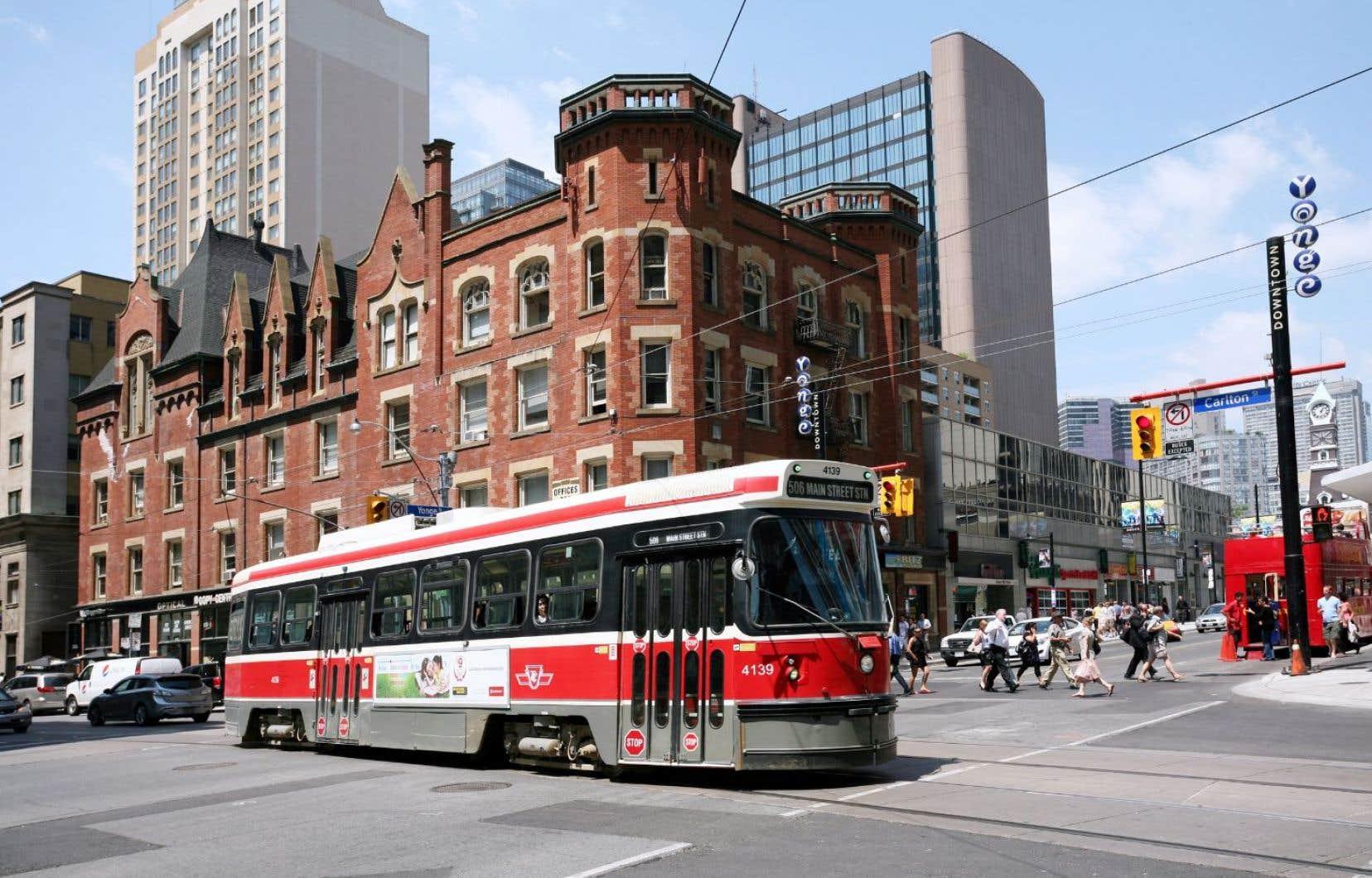Malgré un réseau de transport en commun bien établi, la ville connaît de graves problèmes de circulation.