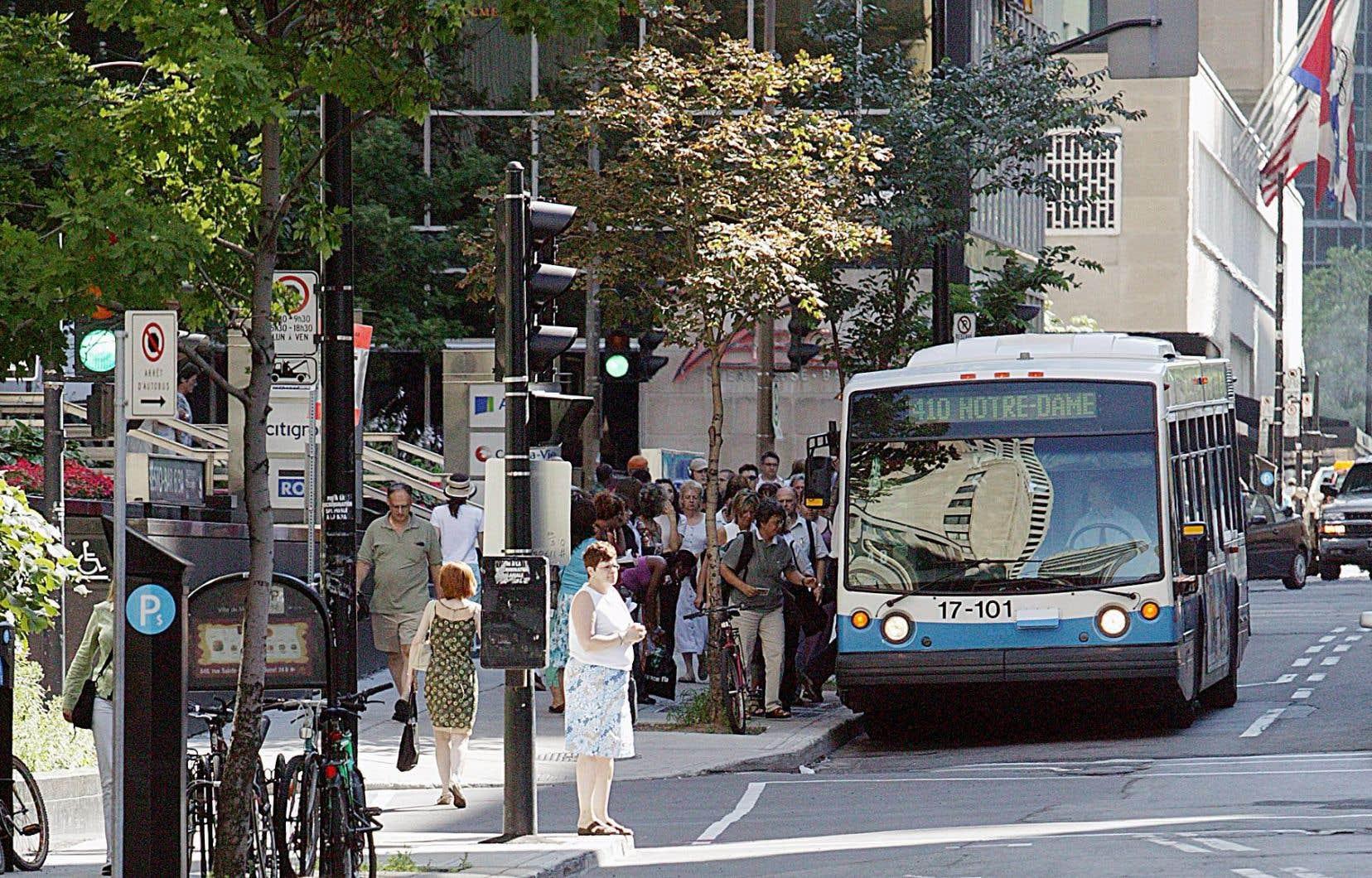 Dans son budget 2014, la STM avisait que le réseau d'autobus subirait<em> «une baisse globale de 3,1%, soit 165500heures, sur un total de 5,4millions d'heures».</em>