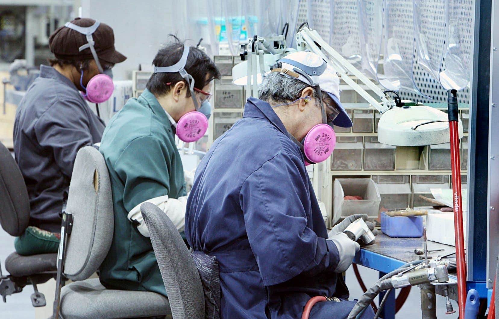 Le secteur manufacturier comptait 650000 emplois en 2002. On en recensait plus que 490000 en 2010.