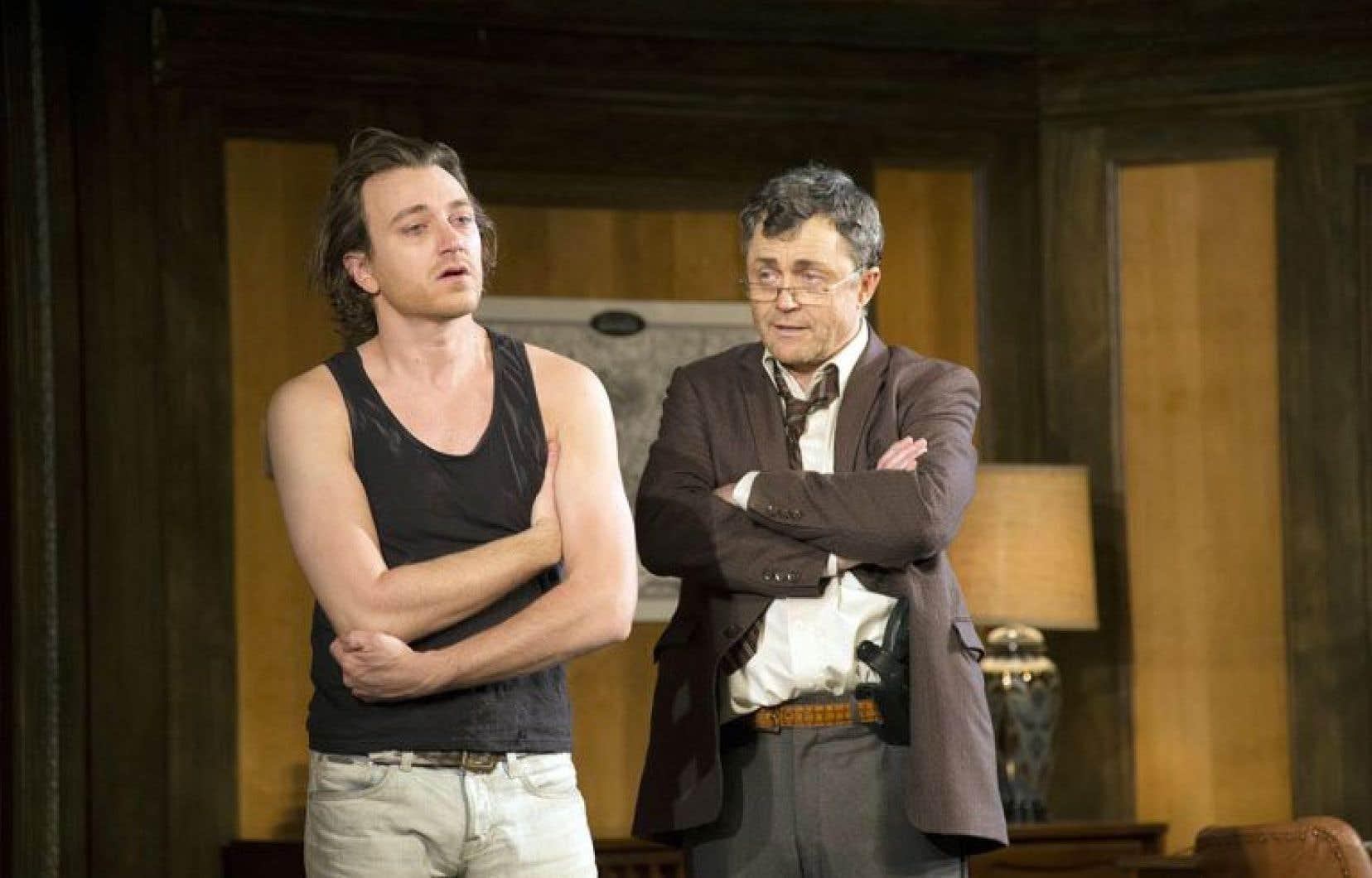 Dans cette mise en scène de Frédéric Blanchette, on ne peut que s'incliner devant le talent de Benoît McGinnis, dans le rôle d'Yves (à gauche).