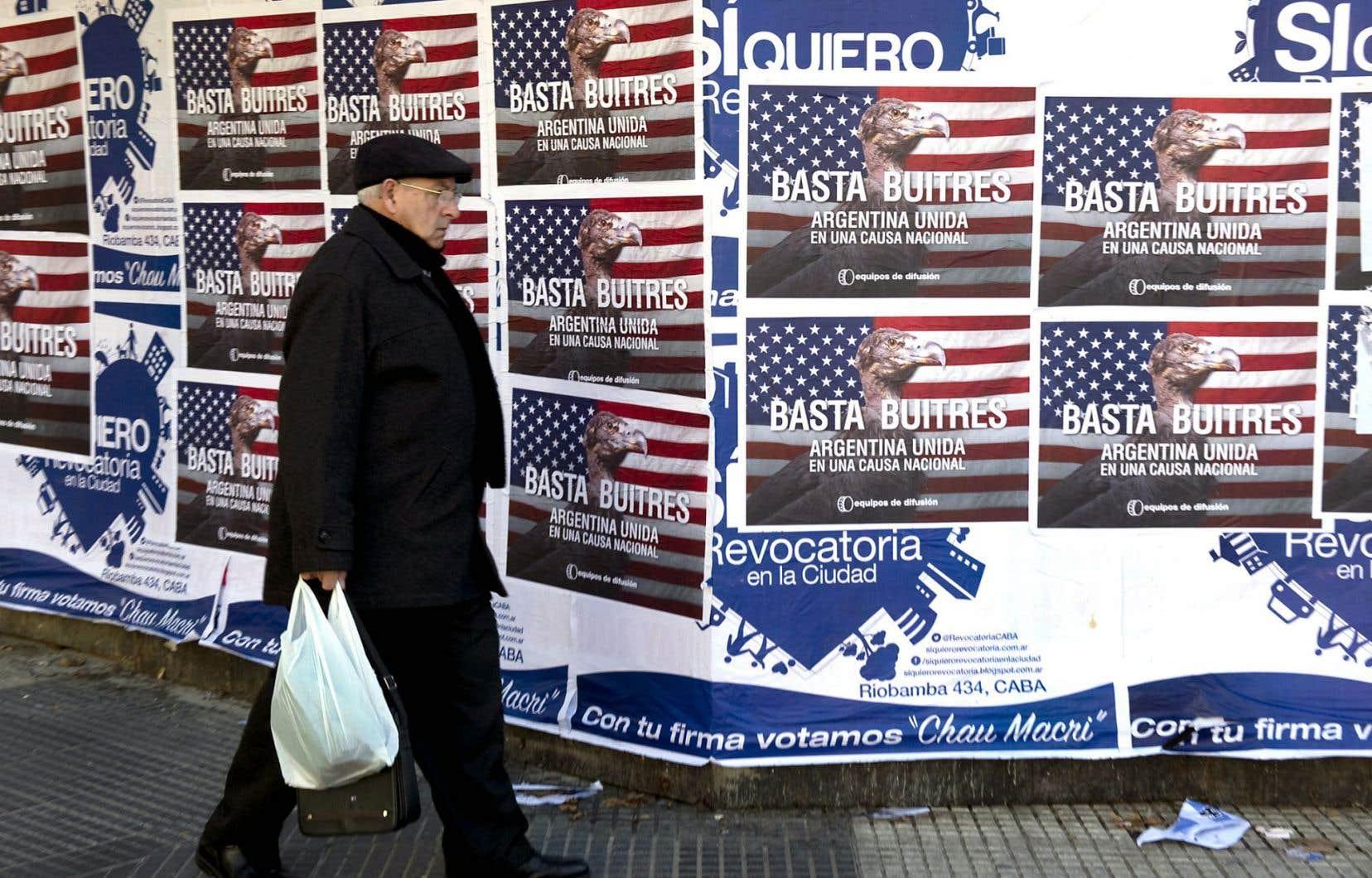Dans la capitale argentine, Buenos Aires, des messages contre les «fonds vautours» sont affichés un peu partout depuis quelques mois.