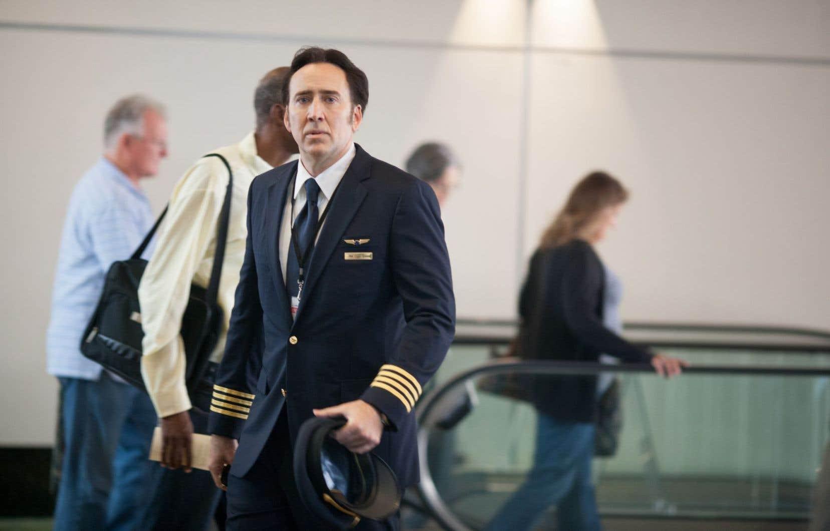Un Nicolas Cage ahuri tient le rôle d'un pilote d'avion volage dans «Left Behind».