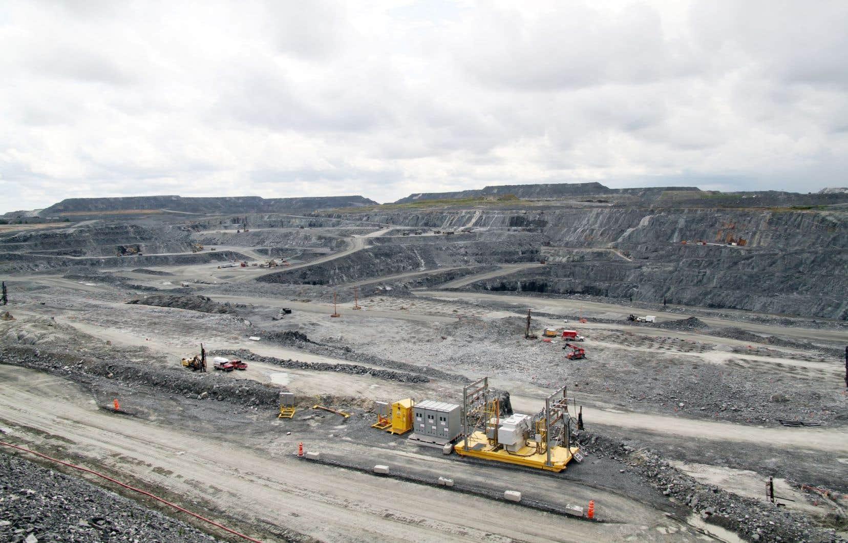 La future mine de Royal Nickel, située en Abitibi, sera deux fois plus grosse que la mine à ciel ouvert de Malartic (notre photo).
