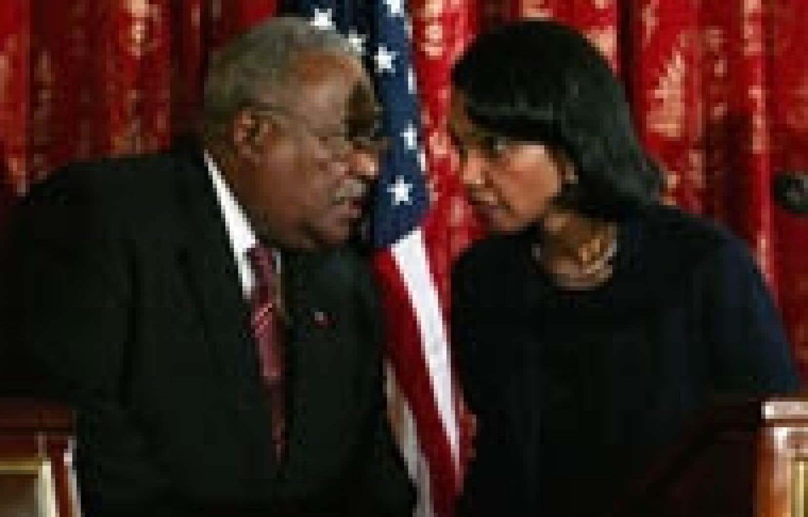 Condoleezza Rice (à droite) a rencontré le premier ministre haïtien Gérard Latortue hier, à Port-au-Prince.